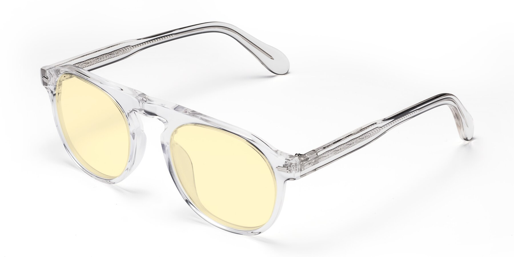 Angle of Mufasa in Clear with Light Yellow Tinted Lenses