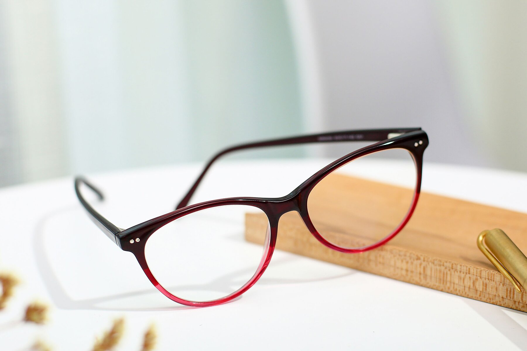 Women's lifestyle photography #2 of SR6050 in Transparent Gradient Wine with Clear Eyeglass Lenses