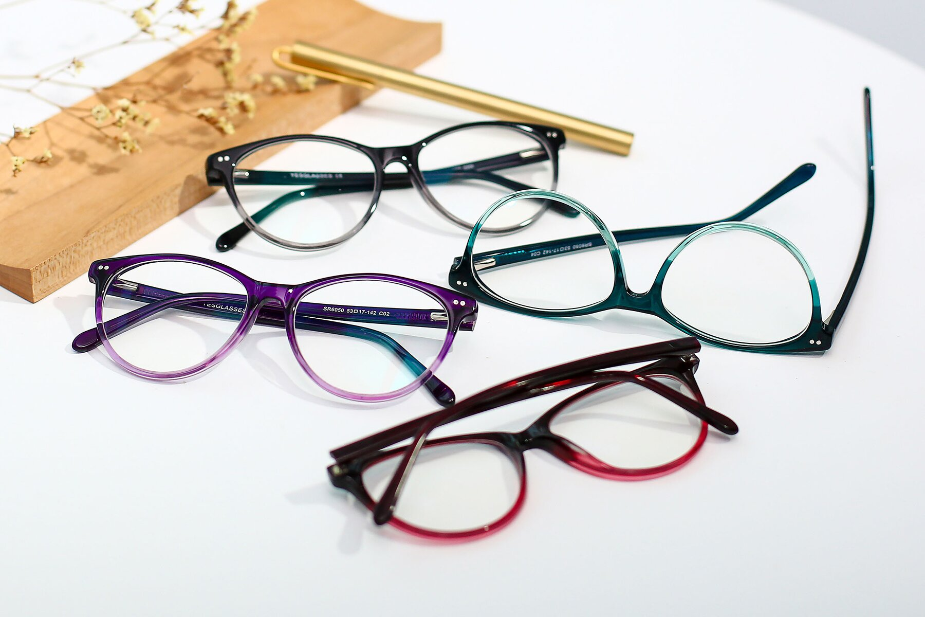 Women's lifestyle photography #4 of SR6050 in Transparent Gradient Violet with Clear Eyeglass Lenses
