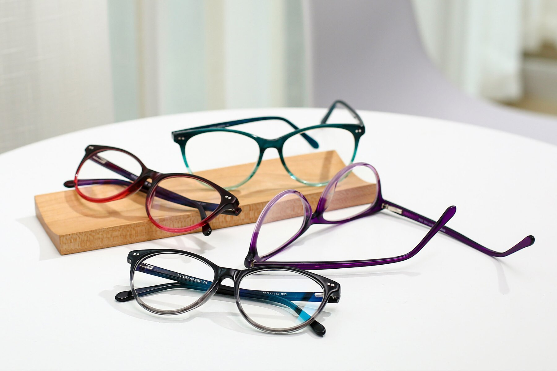 Women's lifestyle photography #4 of SR6050 in Transparent Gradient Black with Clear Eyeglass Lenses