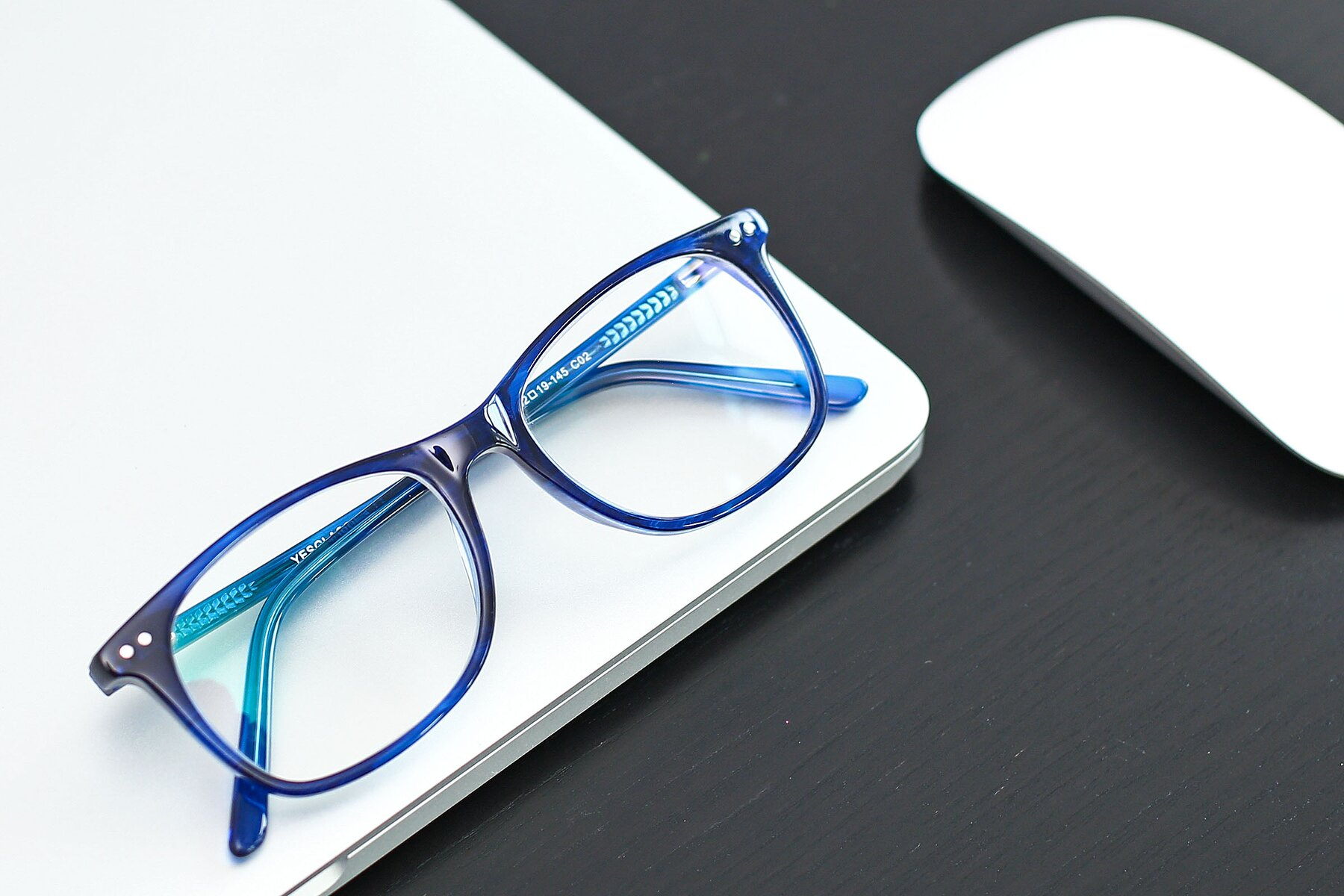 Lifestyle photography #1 of SR6052 in Striped Blue with Clear Blue Light Blocking Lenses