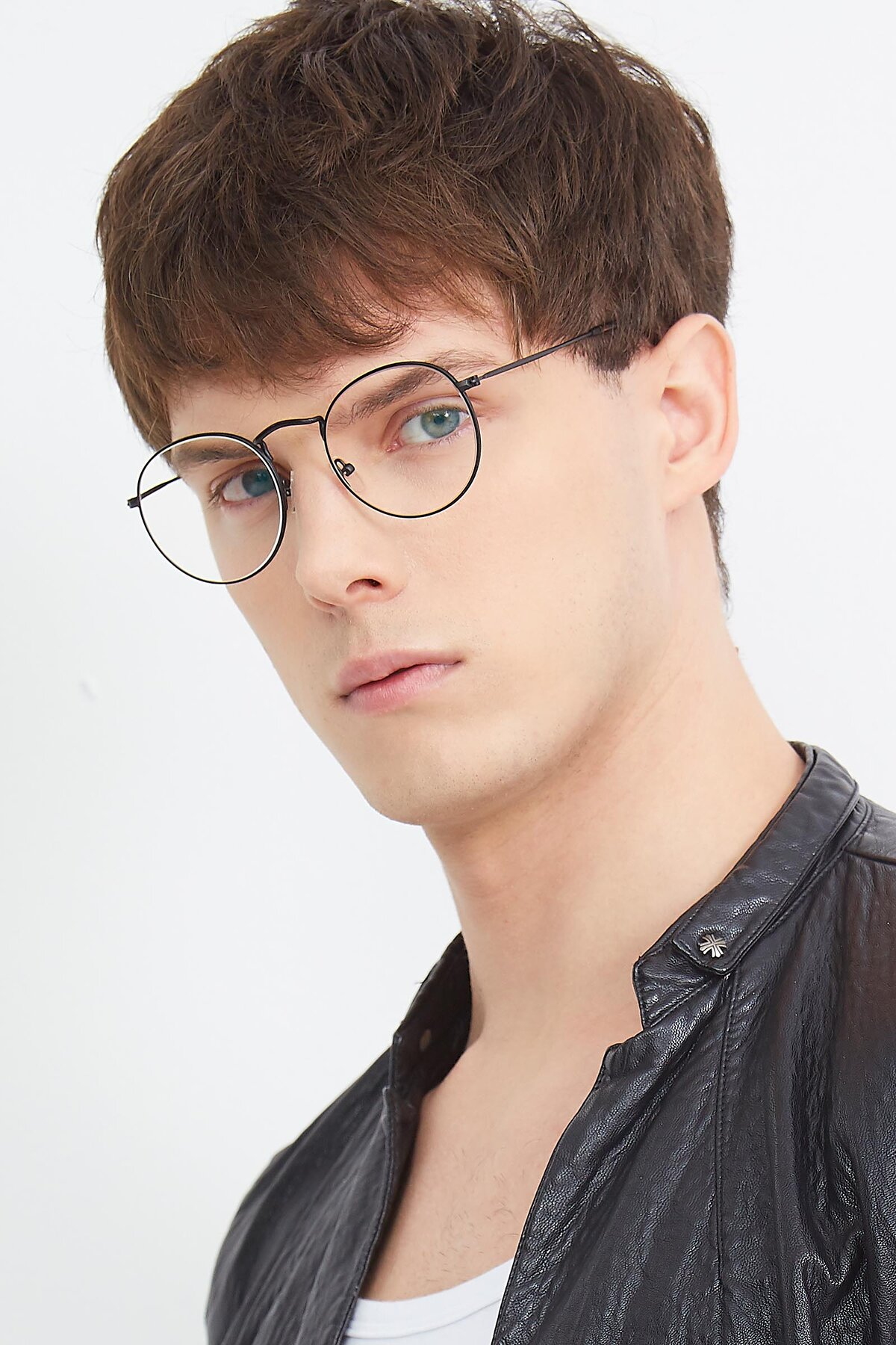Men's lifestyle photography (portrait-2) of SR1552 in Black with Clear Eyeglass Lenses