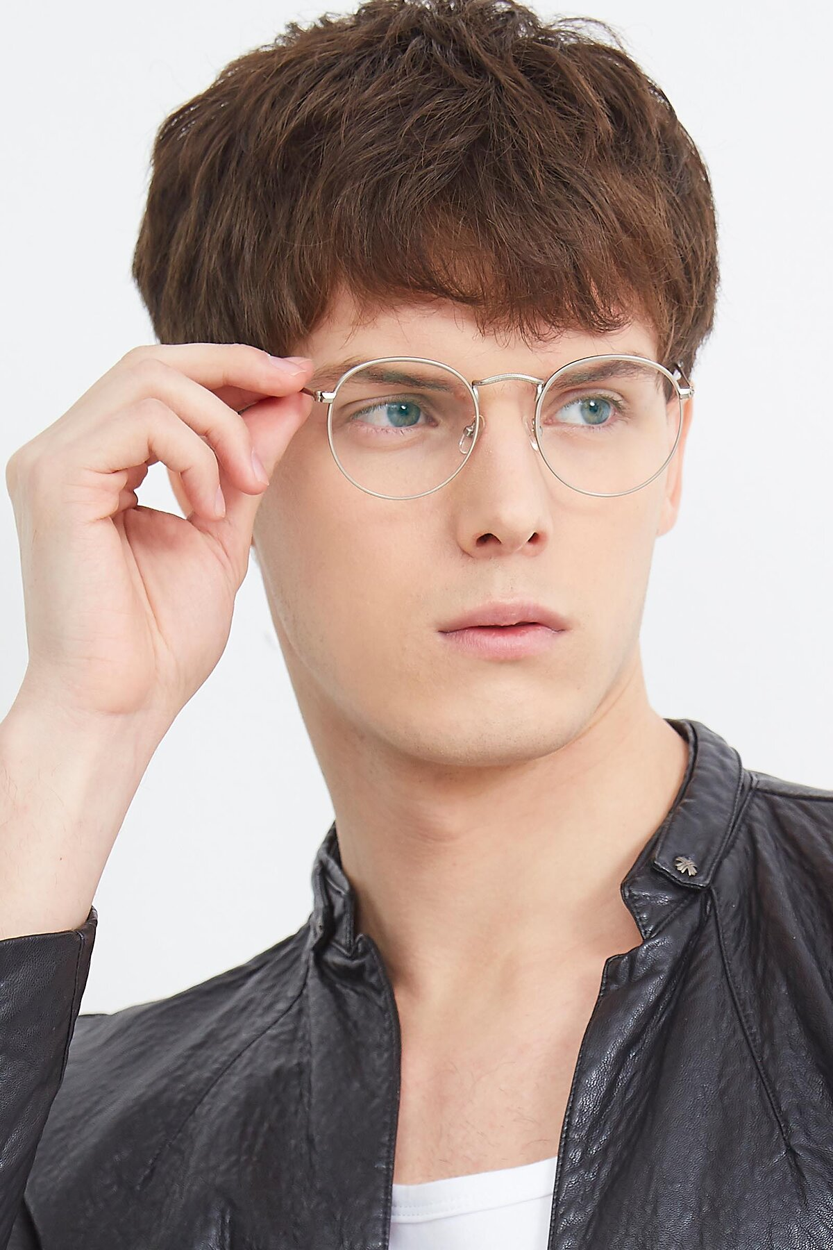 Men's lifestyle photography (portrait-2) of SR1552 in Silver with Clear Eyeglass Lenses