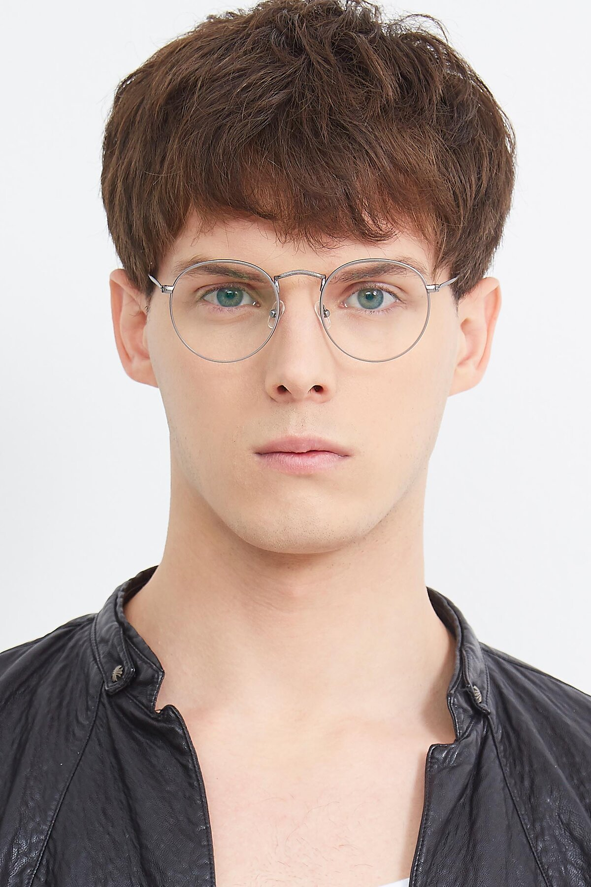 Men's lifestyle photography (portrait-1) of SR1552 in Gunmetal with Clear Eyeglass Lenses