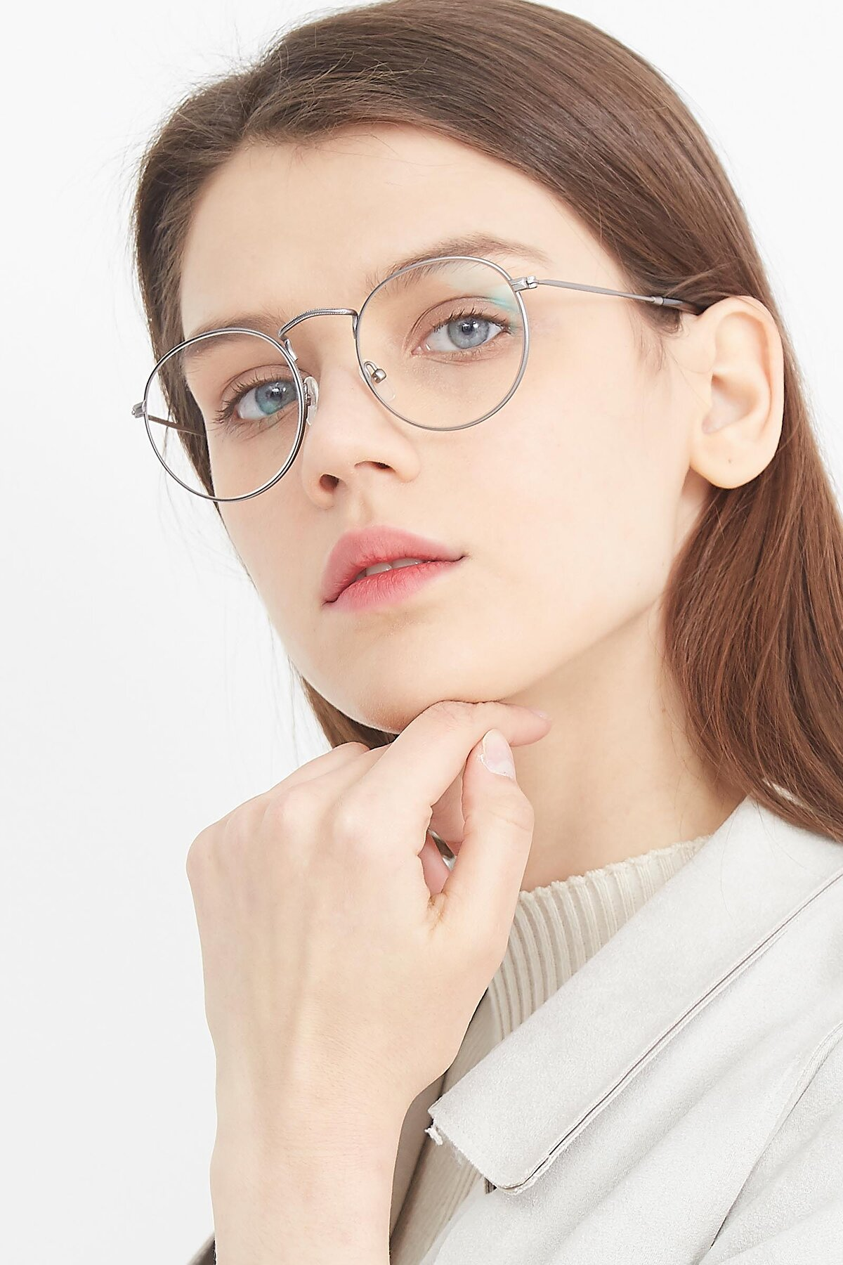 Women's lifestyle photography (portrait-1) of SR1552 in Gunmetal with Clear Eyeglass Lenses