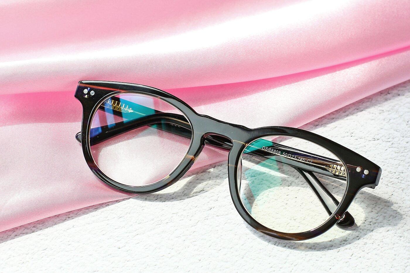 Stripeded Brown Horn-Rimmed Geek-Chic Round Eyeglasses