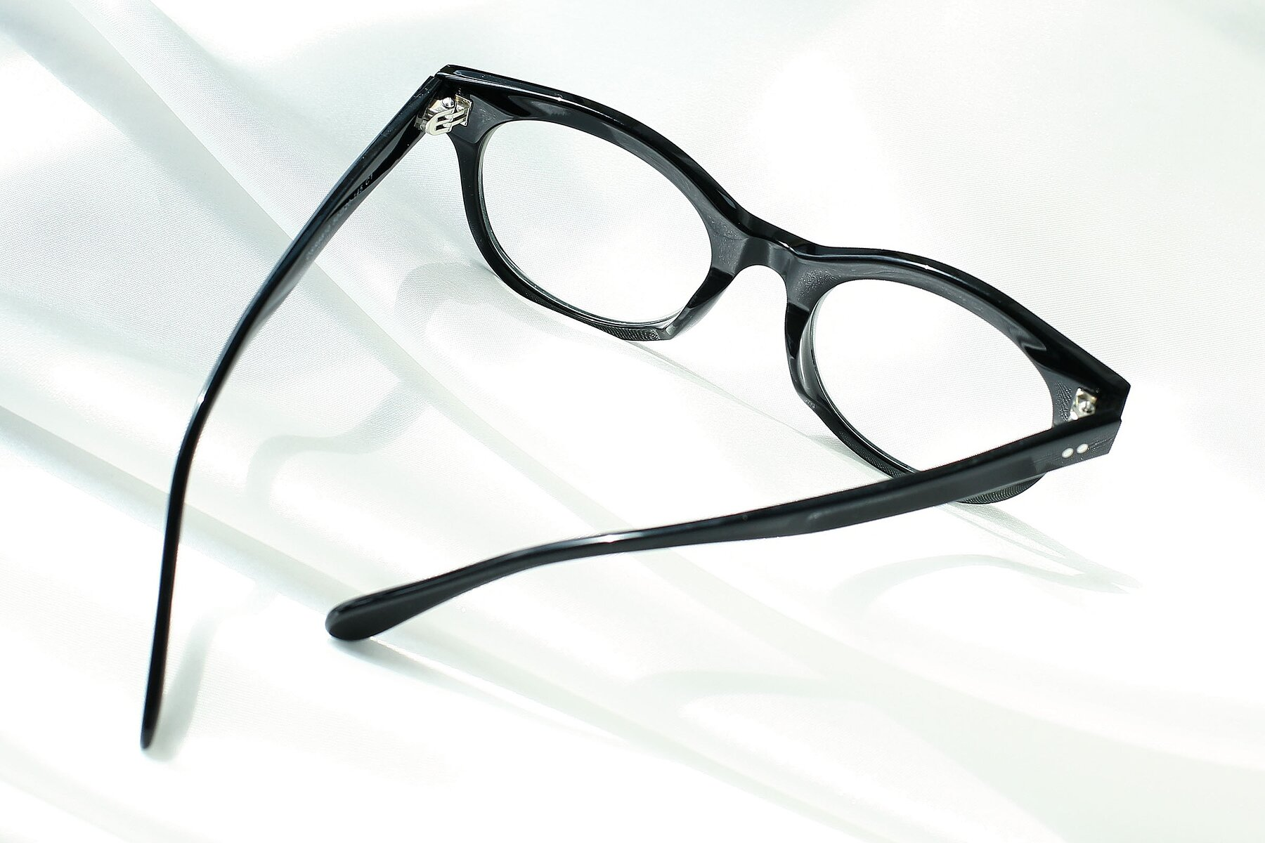 Lifestyle photography #3 of DSR8810 in Black with Clear Eyeglass Lenses