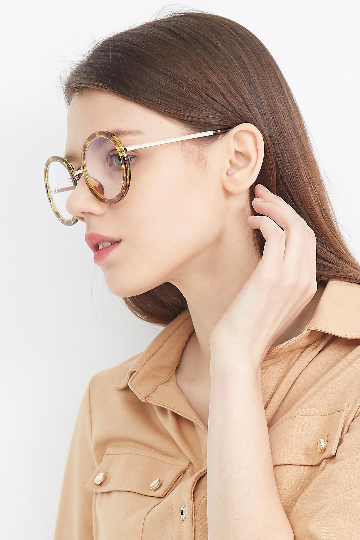 Women's lifestyle photography (portrait-2) of Bloom in Transparent Tortoise with Clear Eyeglass Lenses