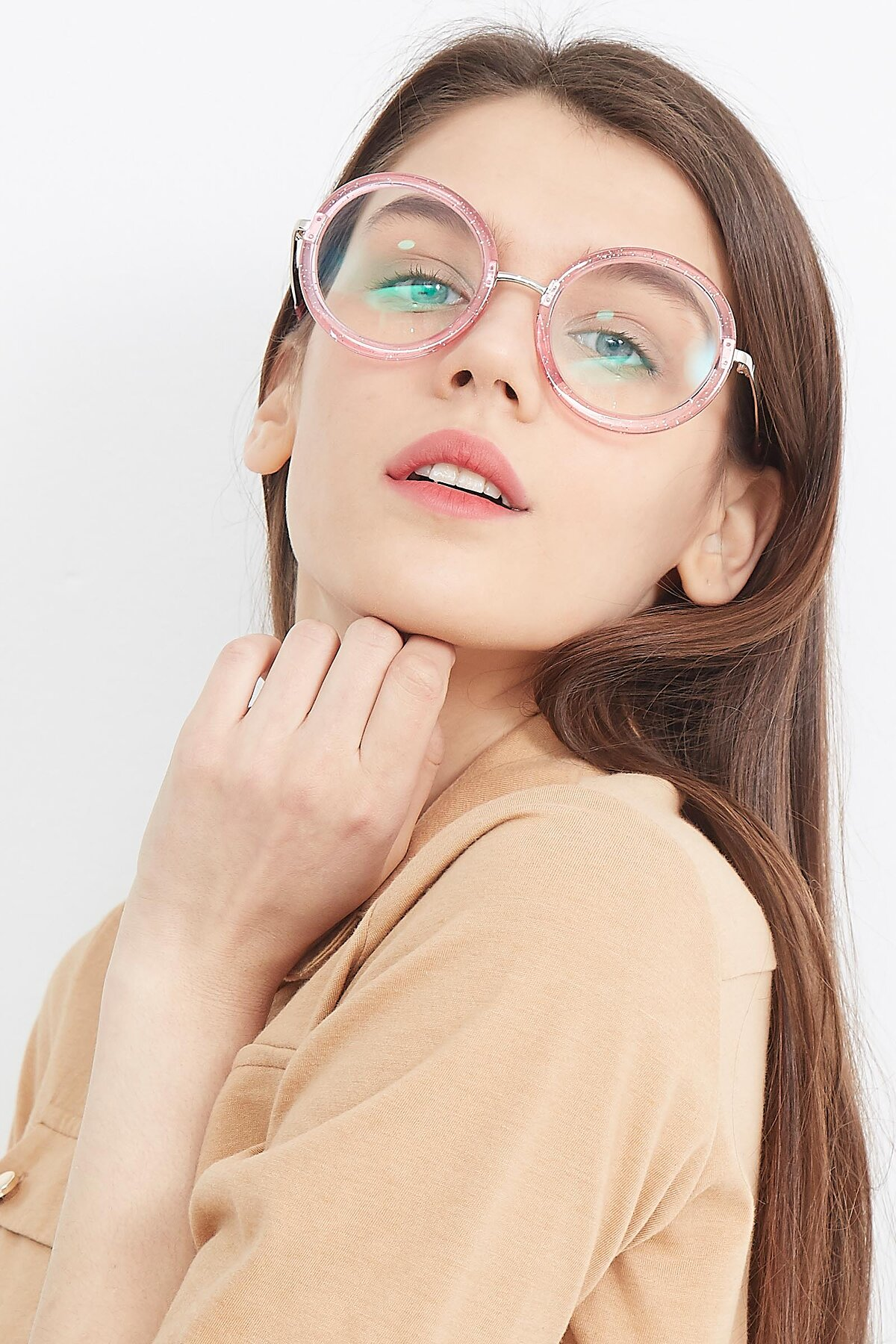 Women's lifestyle photography (portrait-1) of Bloom in Transparent Pearl Pink with Clear Eyeglass Lenses