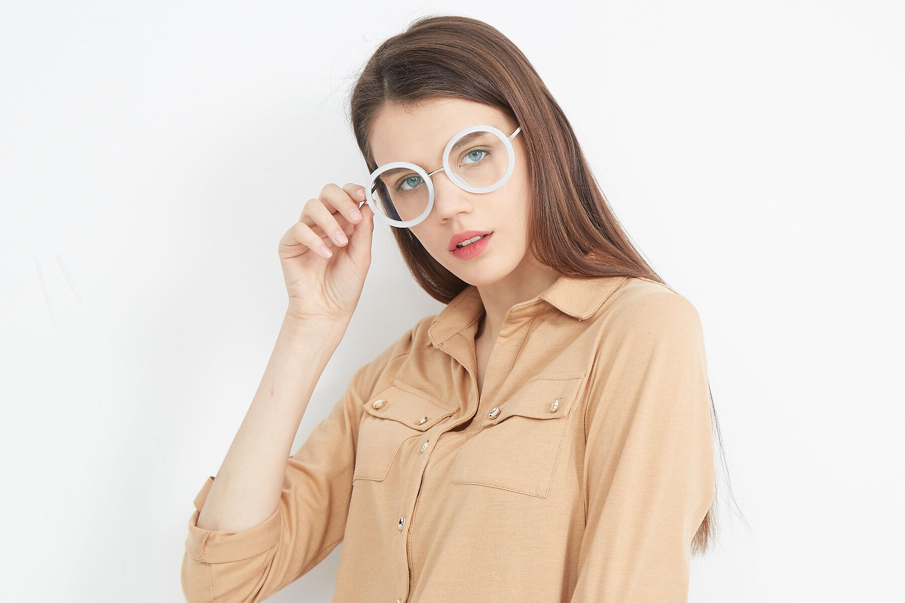 Women's lifestyle photography (landscape-1) of Bloom in Transparent Glacier Grey with Clear Eyeglass Lenses