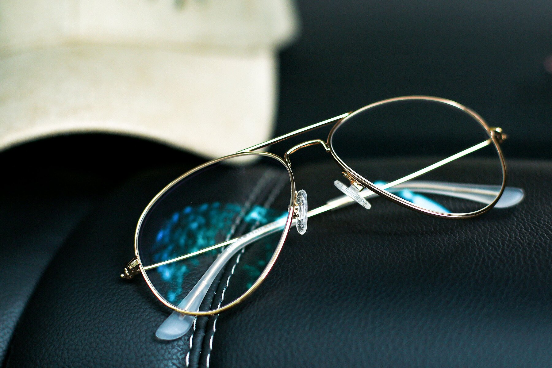 Lifestyle photography #3 of Yesterday in Shiny Gold with Clear Eyeglass Lenses