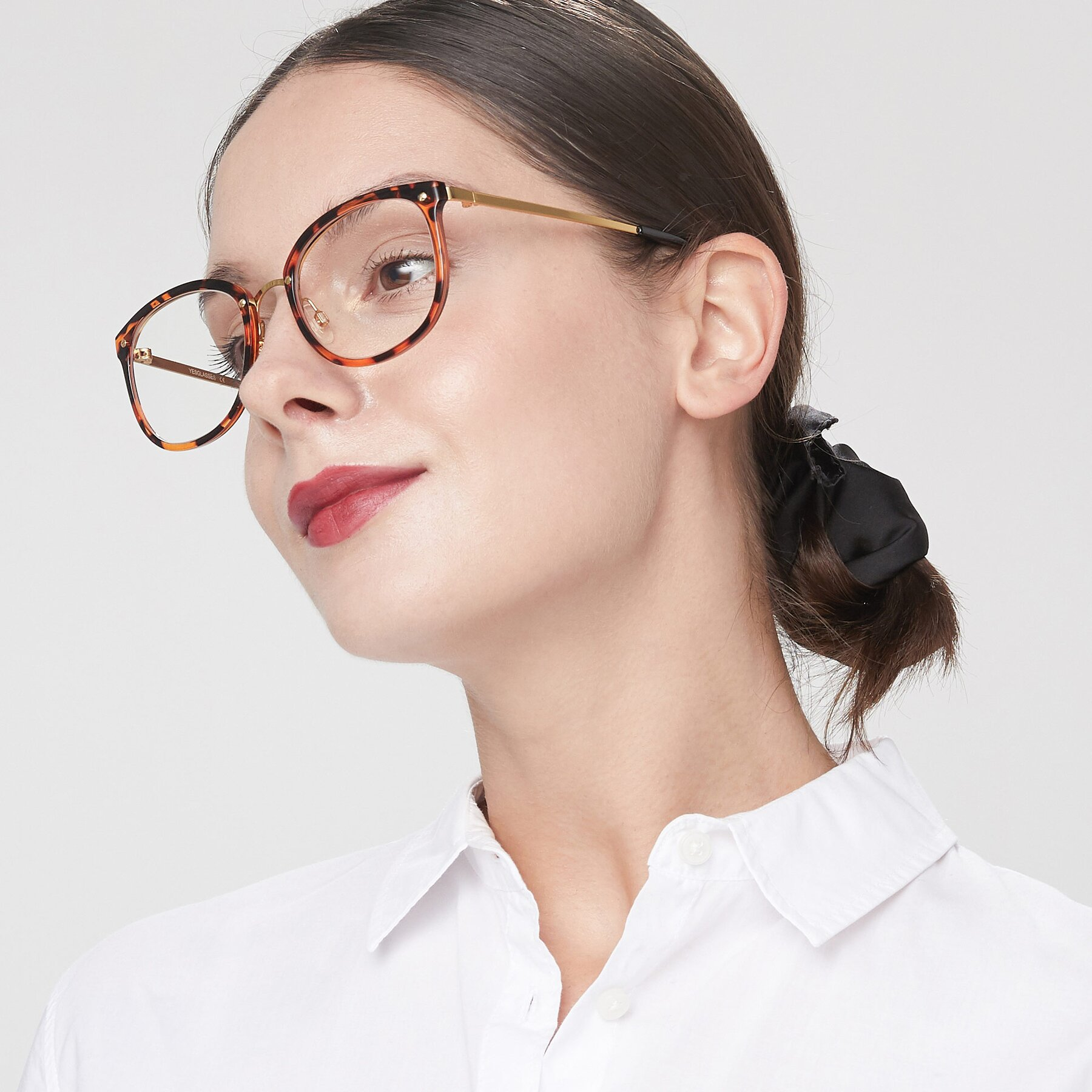 Women's lifestyle photography of Timeless in Tortoise-Golden with Clear Blue Light Blocking Lenses
