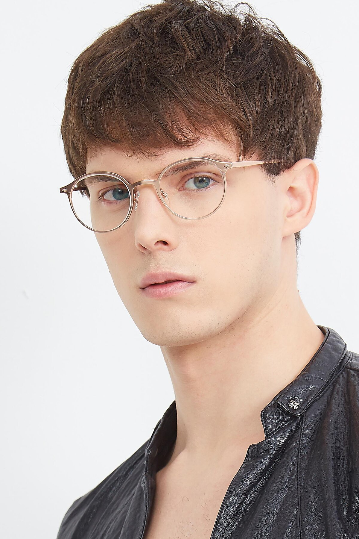 Men's lifestyle photography (portrait-2) of Twilight in Copper with Clear Eyeglass Lenses
