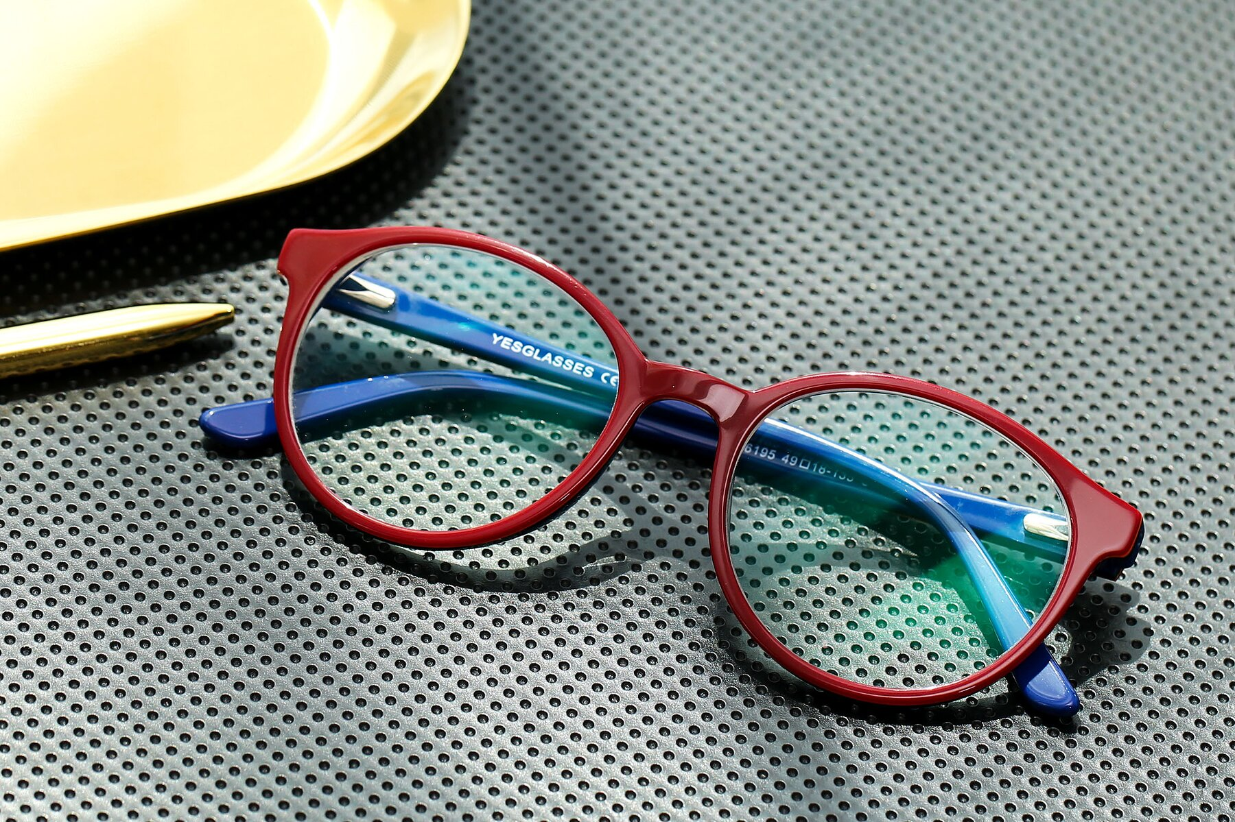 Lifestyle photography #1 of 6195 in Wine with Clear Eyeglass Lenses