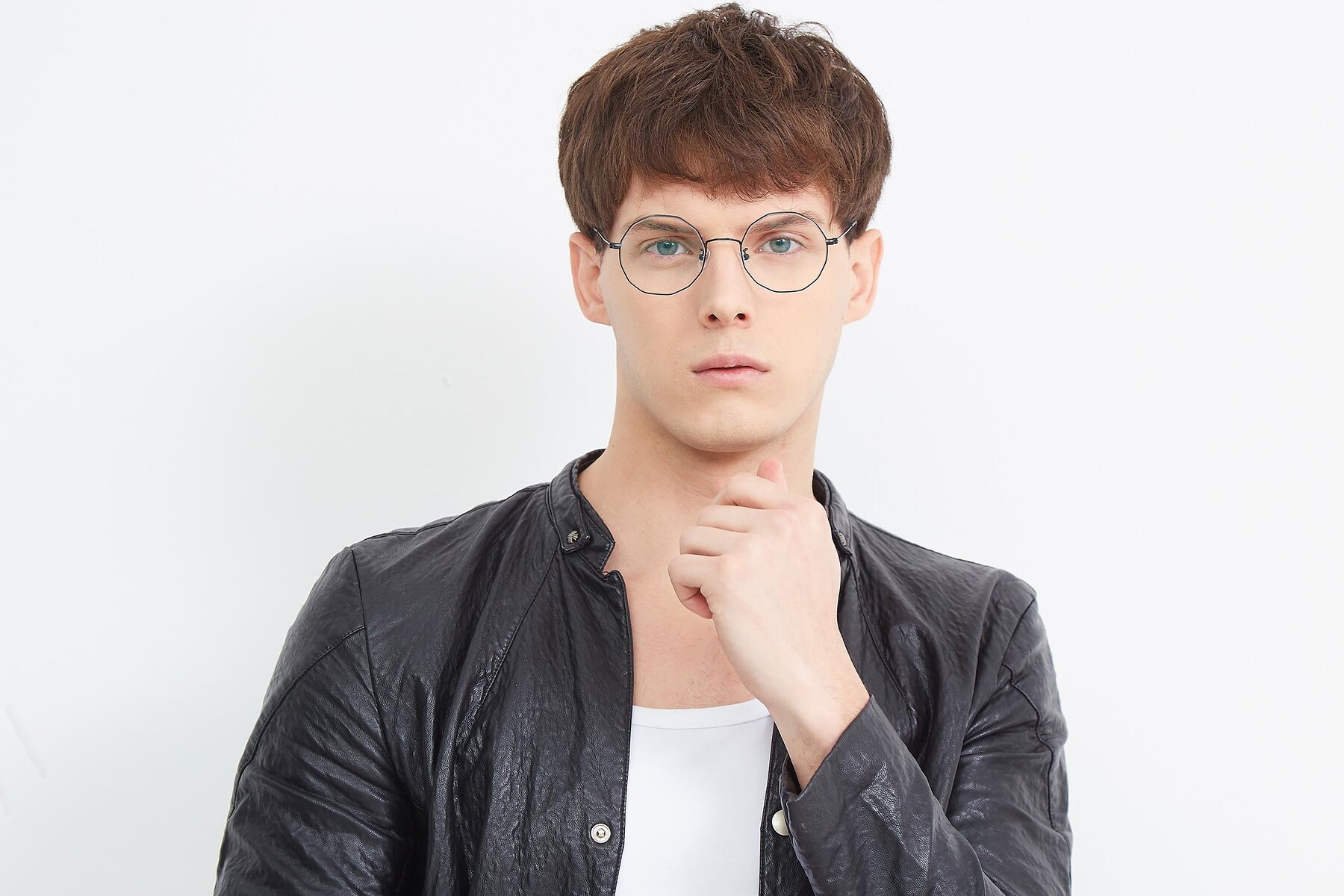 Men's lifestyle photography (landscape-1) of Spyder in Black with Clear Eyeglass Lenses