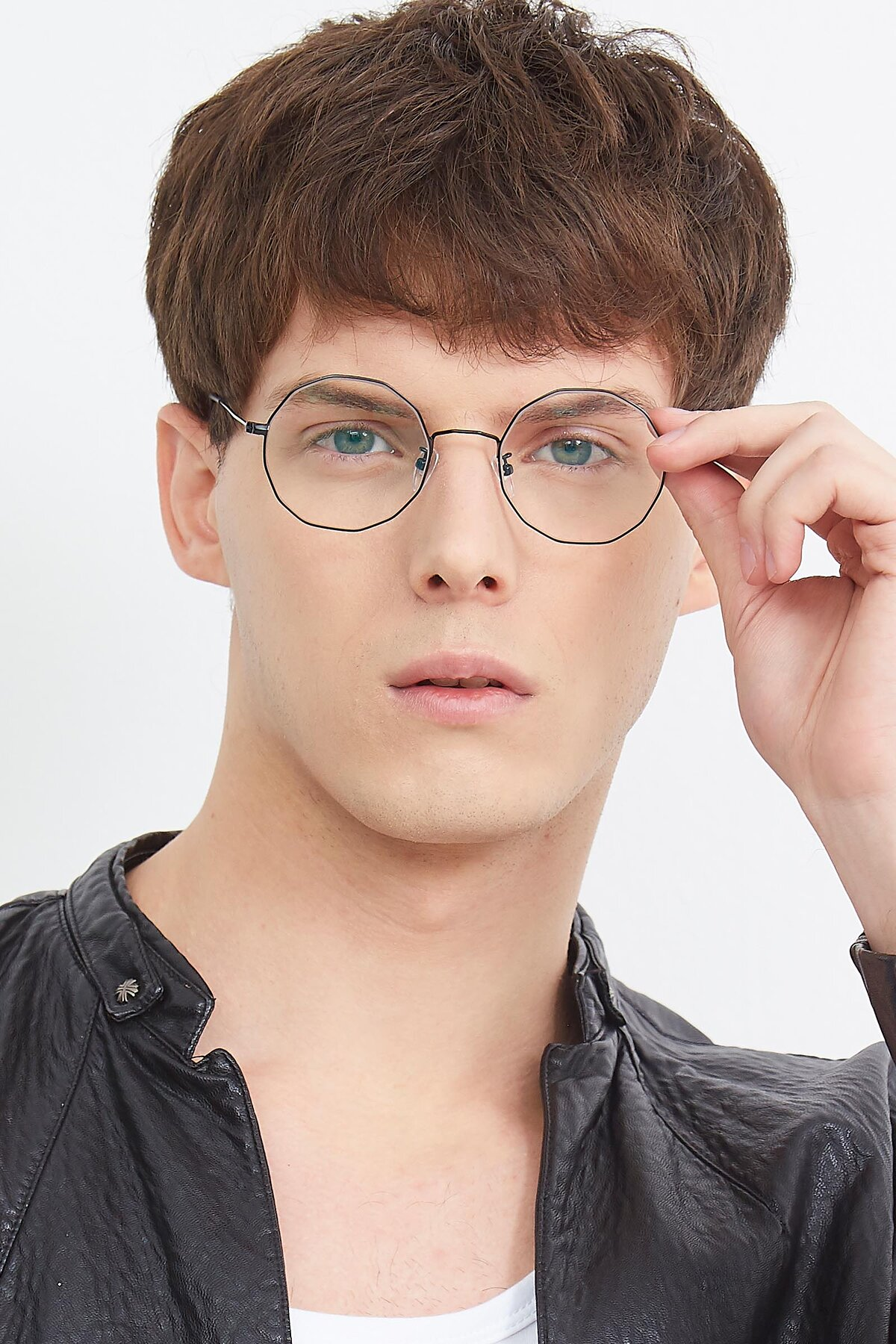 Men's lifestyle photography (portrait-1) of Spyder in Black with Clear Eyeglass Lenses
