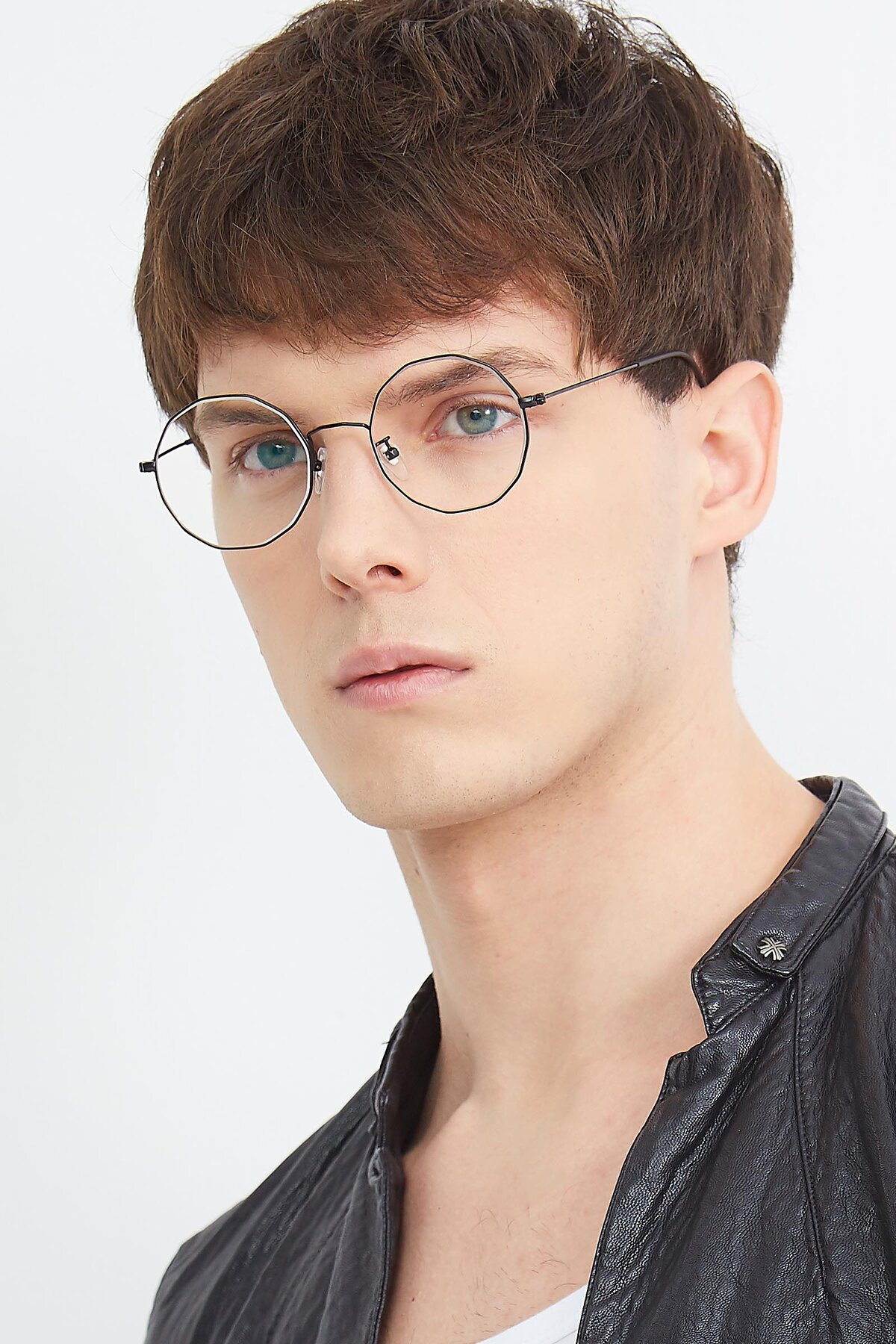 Men's lifestyle photography (portrait-2) of Spyder in Black with Clear Eyeglass Lenses
