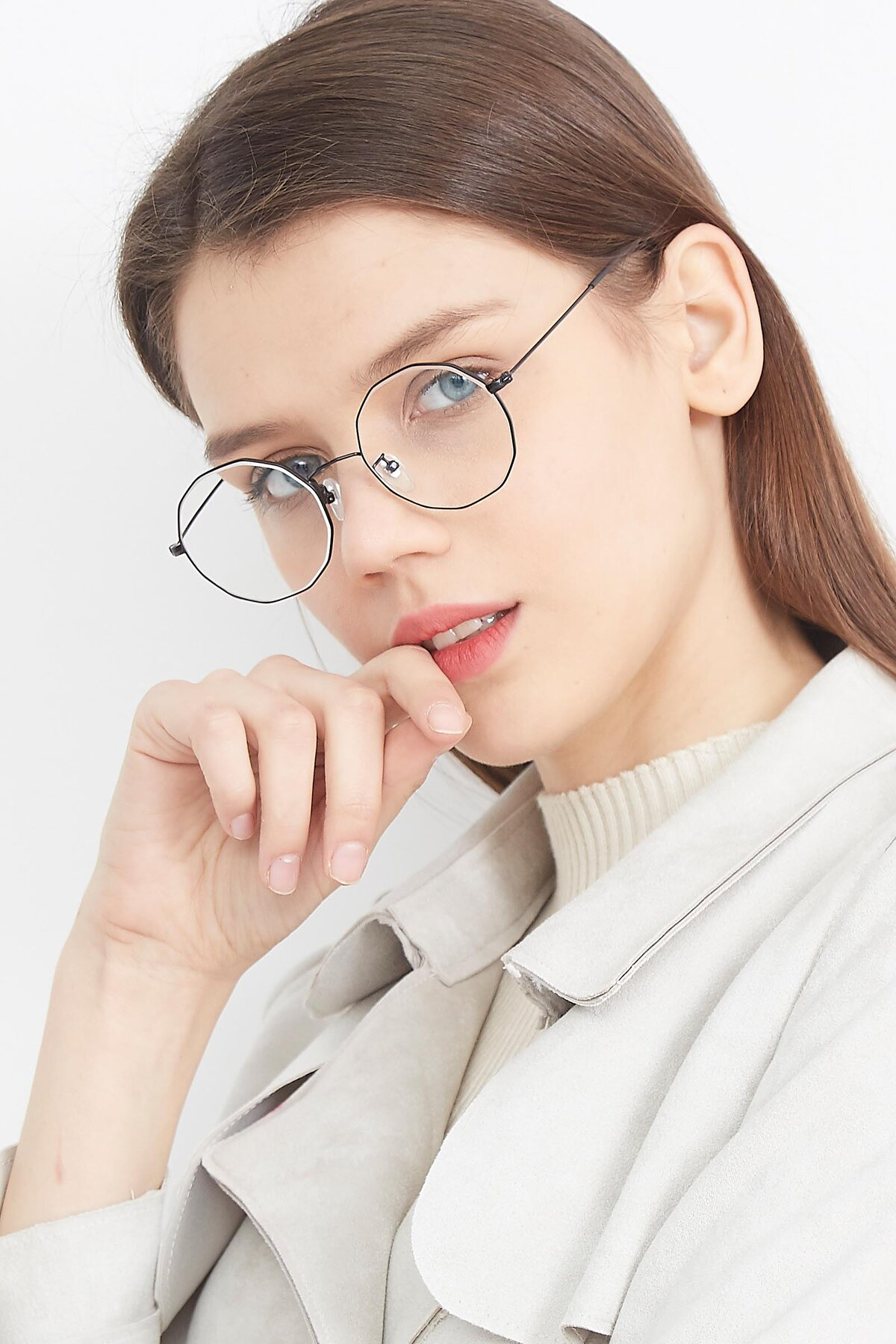 Women's lifestyle photography (portrait-2) of Spyder in Black with Clear Eyeglass Lenses