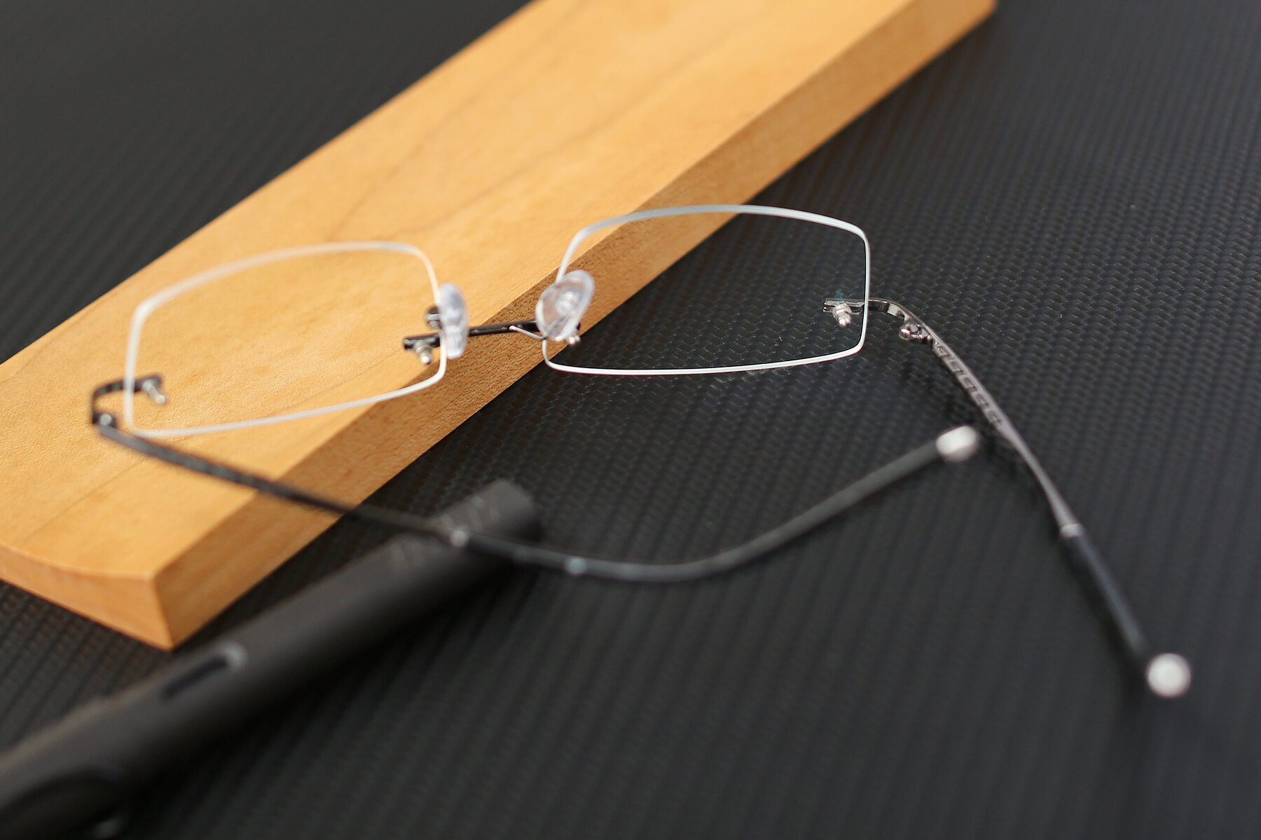 Men's lifestyle photography #2 of 58076 in Gunmetal with Clear Blue Light Blocking Lenses