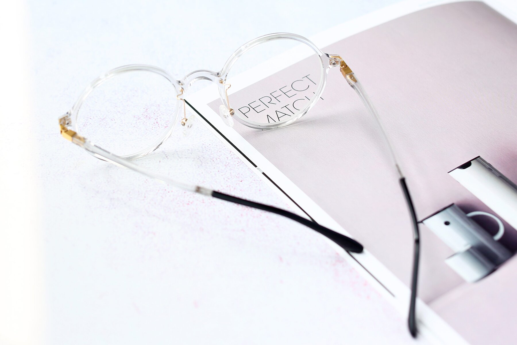 Lifestyle photography #2 of S3040 in Clear with Clear Blue Light Blocking Lenses