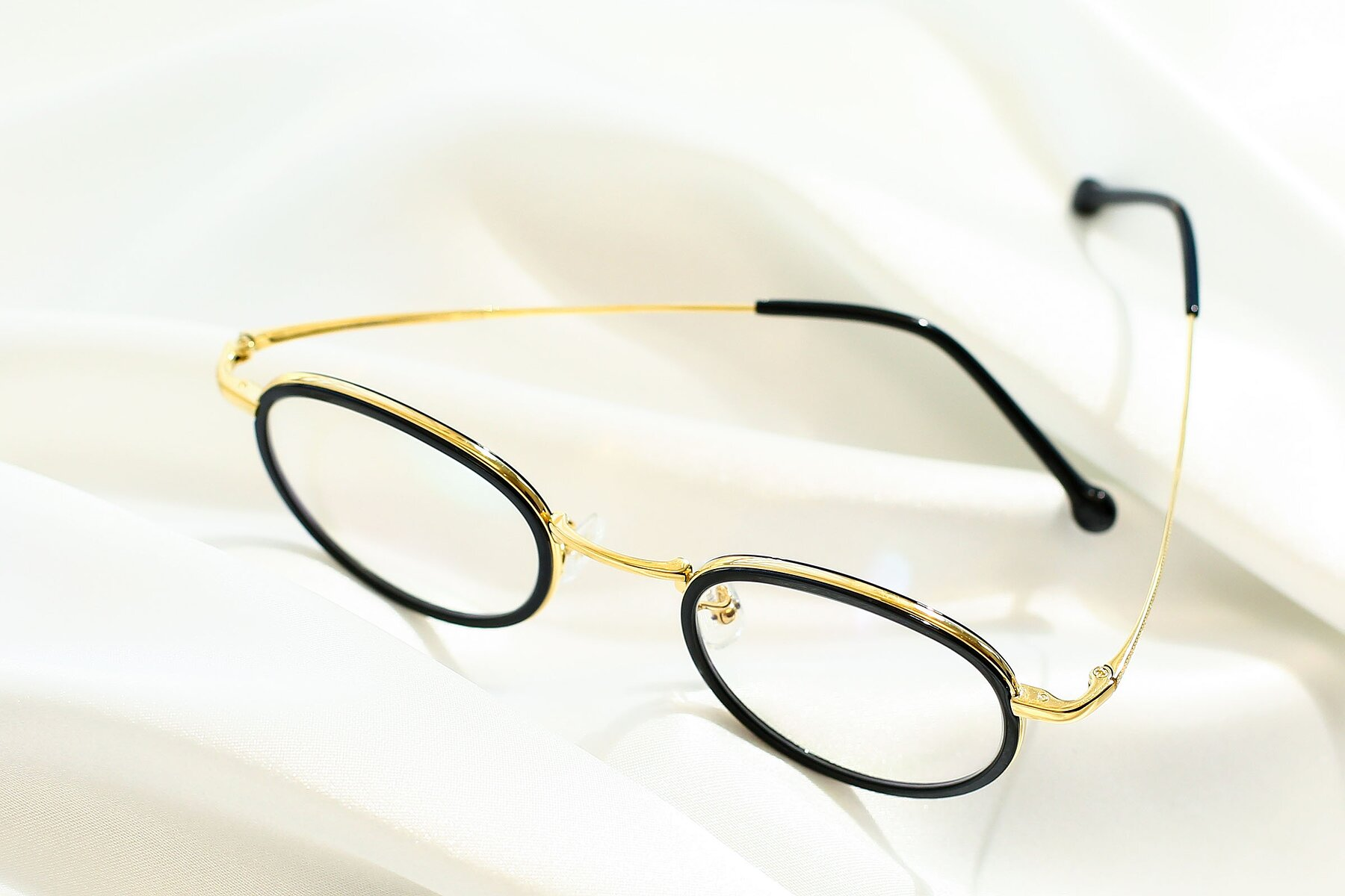 Lifestyle photography #2 of SLE50016 in Black-Gold with Clear Eyeglass Lenses