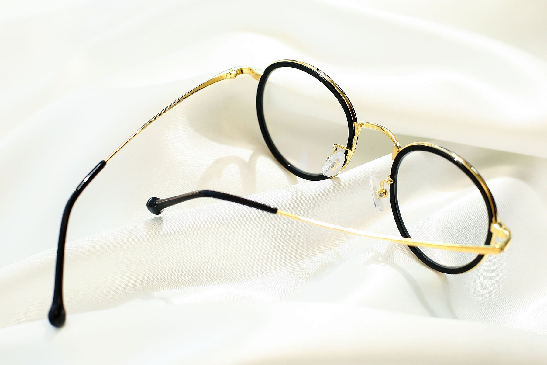 Lifestyle photography #3 of SLE50016 in Black-Gold with Clear Eyeglass Lenses