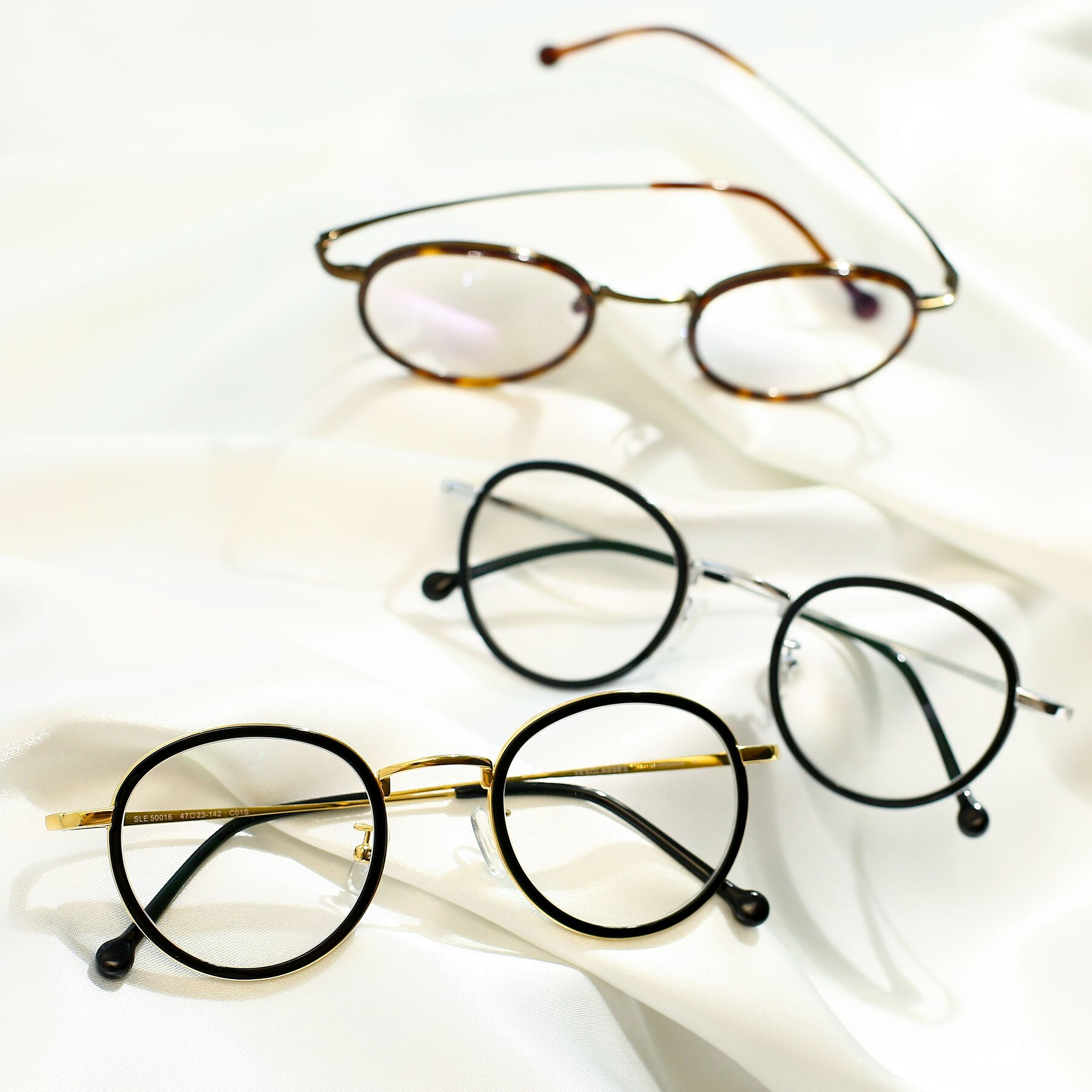 Lifestyle photography #4 of SLE50016 in Black-Gold with Clear Eyeglass Lenses
