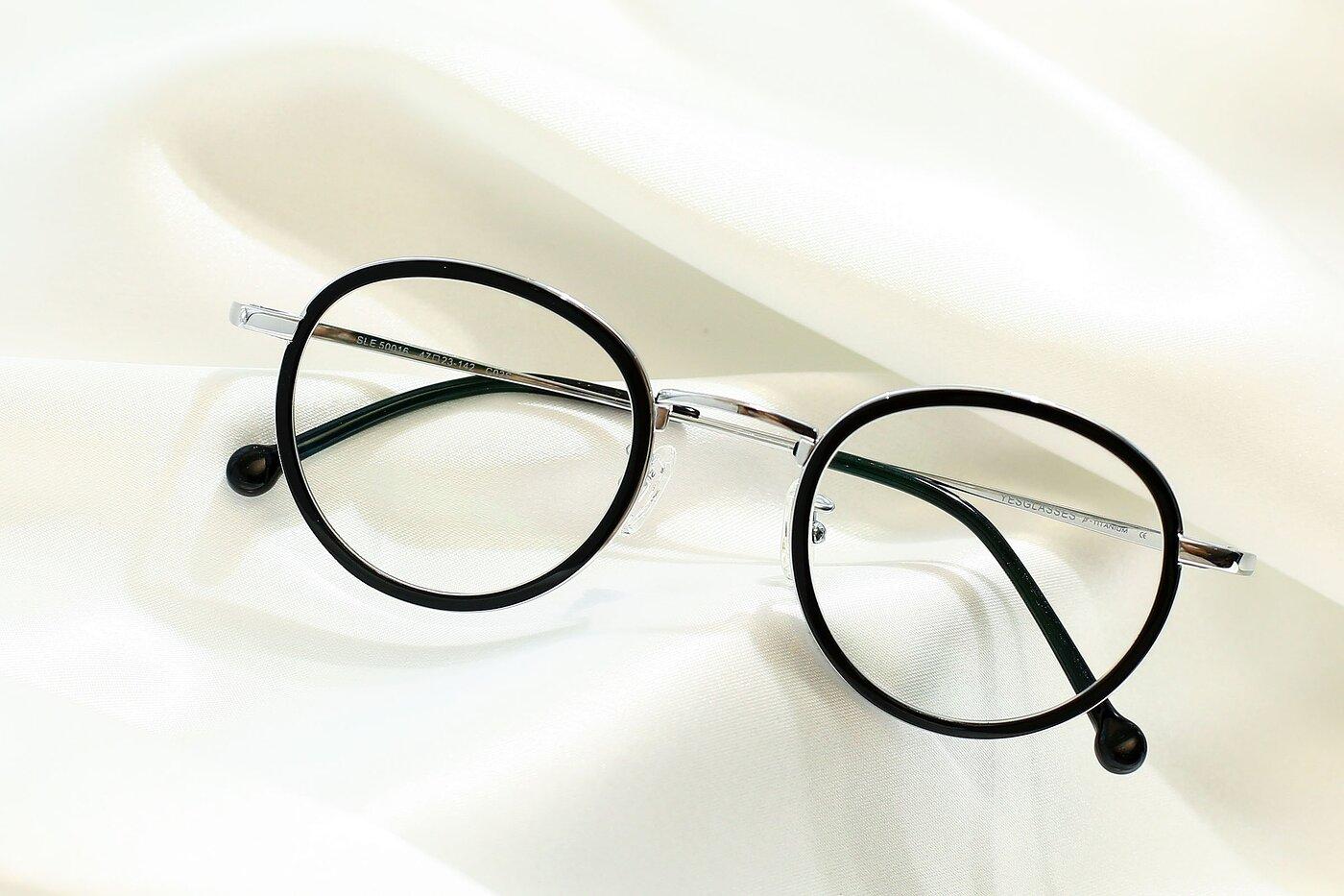 Black-Silver Retro-Vintage Lightweight Round Eyeglasses