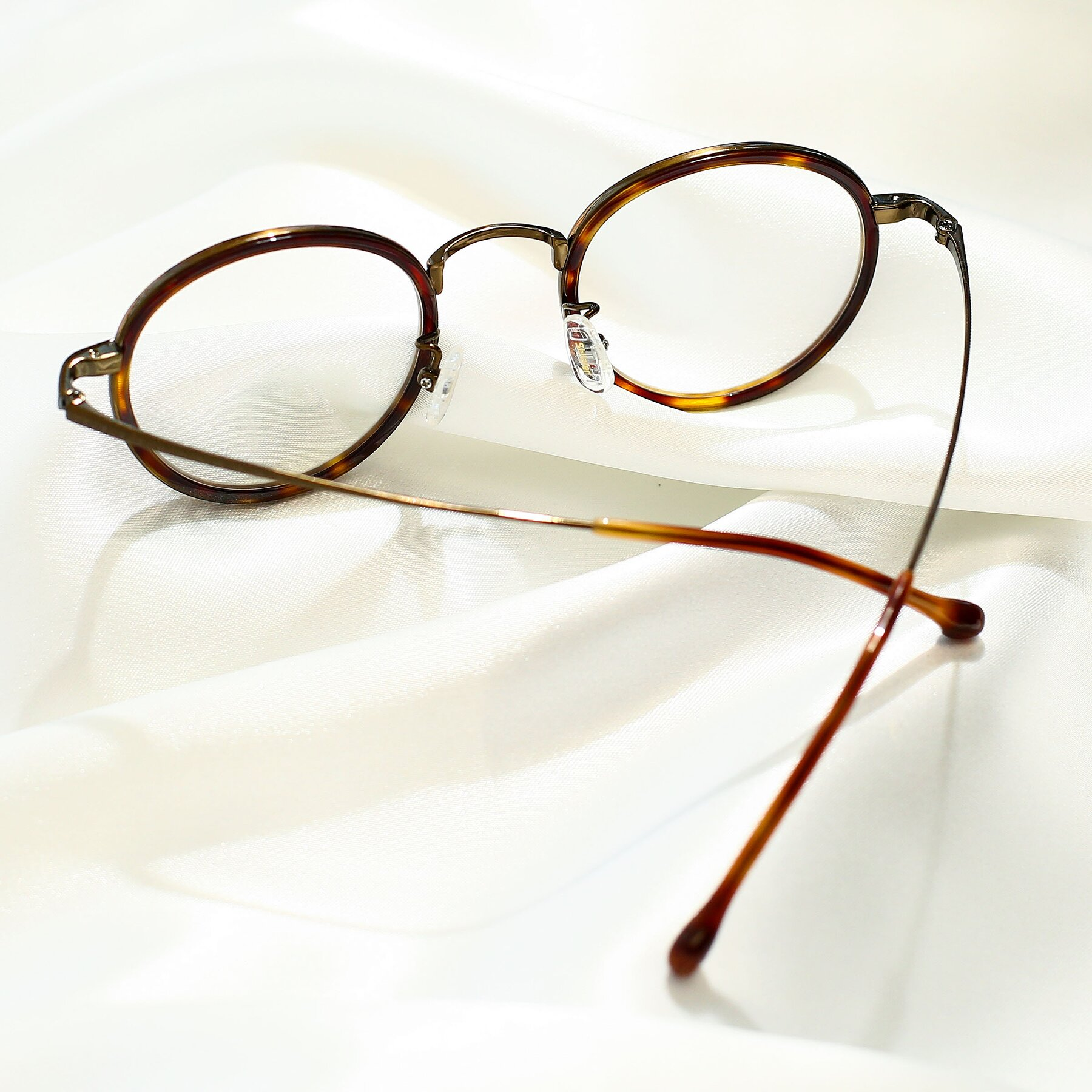Lifestyle photography #2 of Troy in Bronze-Tortoise with Clear Eyeglass Lenses