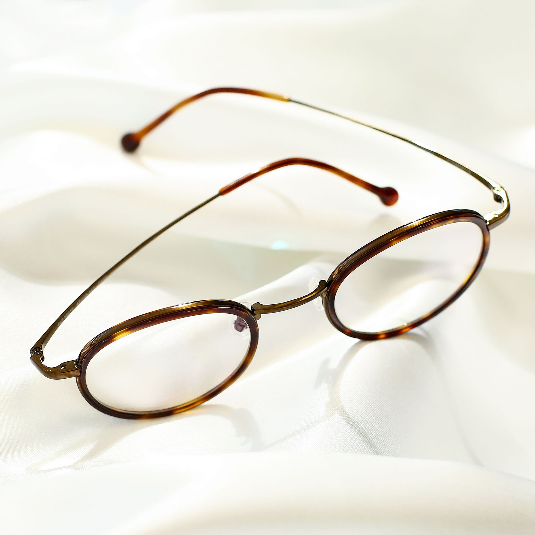 Lifestyle photography #3 of Troy in Bronze-Tortoise with Clear Eyeglass Lenses