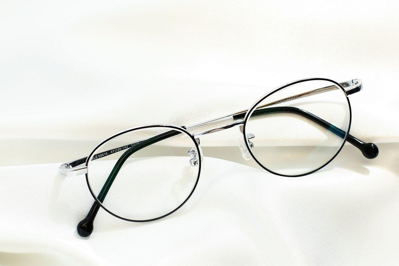 Black-Silver Retro-Vintage Titanium Round Eyeglasses