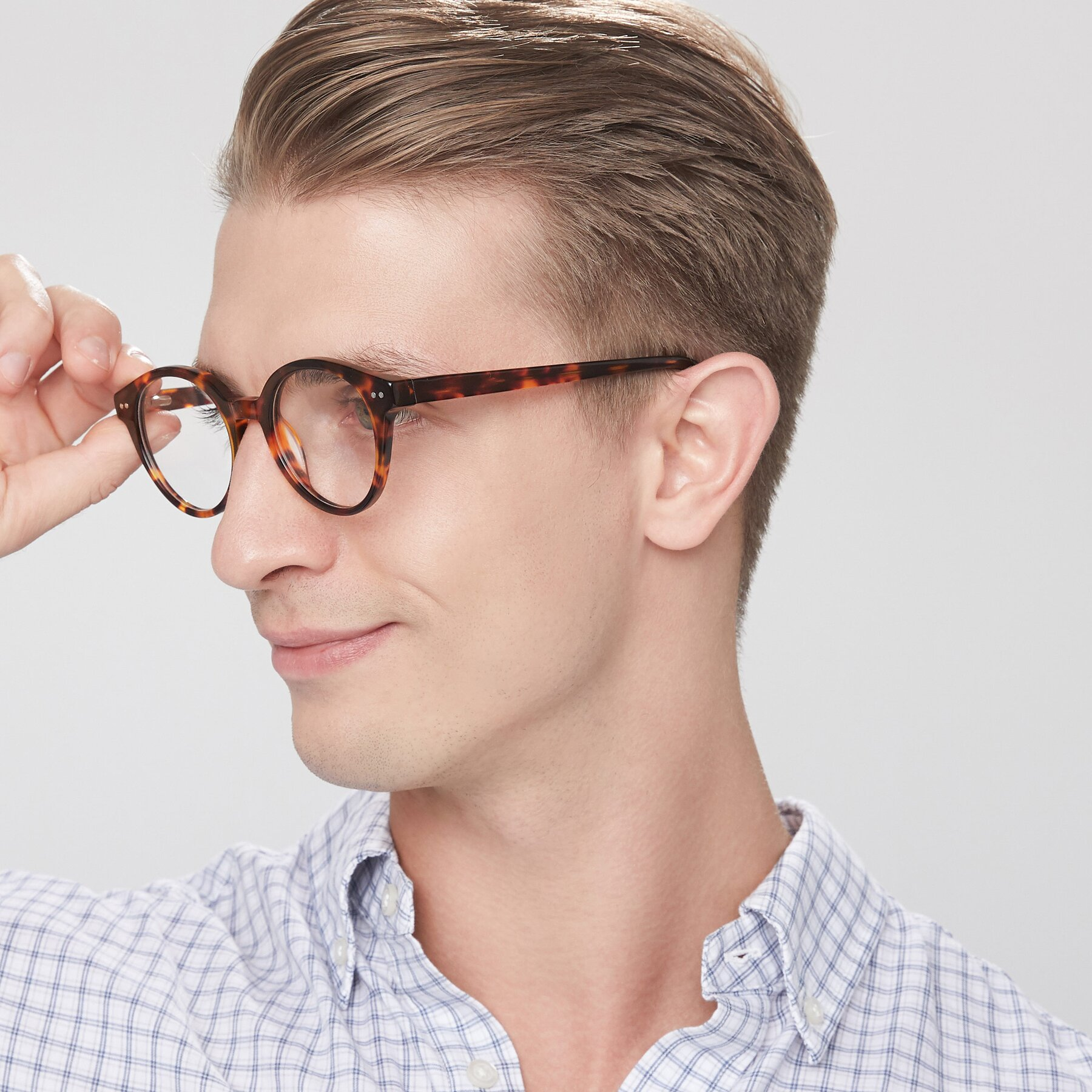 Men's lifestyle photography of 17277 in Tortoise with Clear Eyeglass Lenses