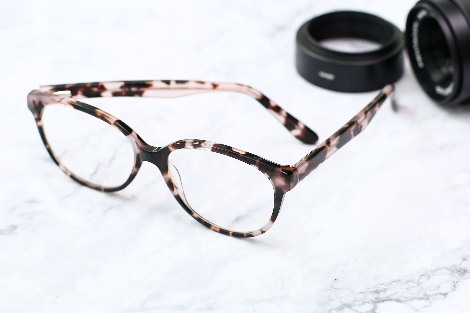 Lifestyle photography #2 of 17309 in Tortoise Honey with Clear Eyeglass Lenses