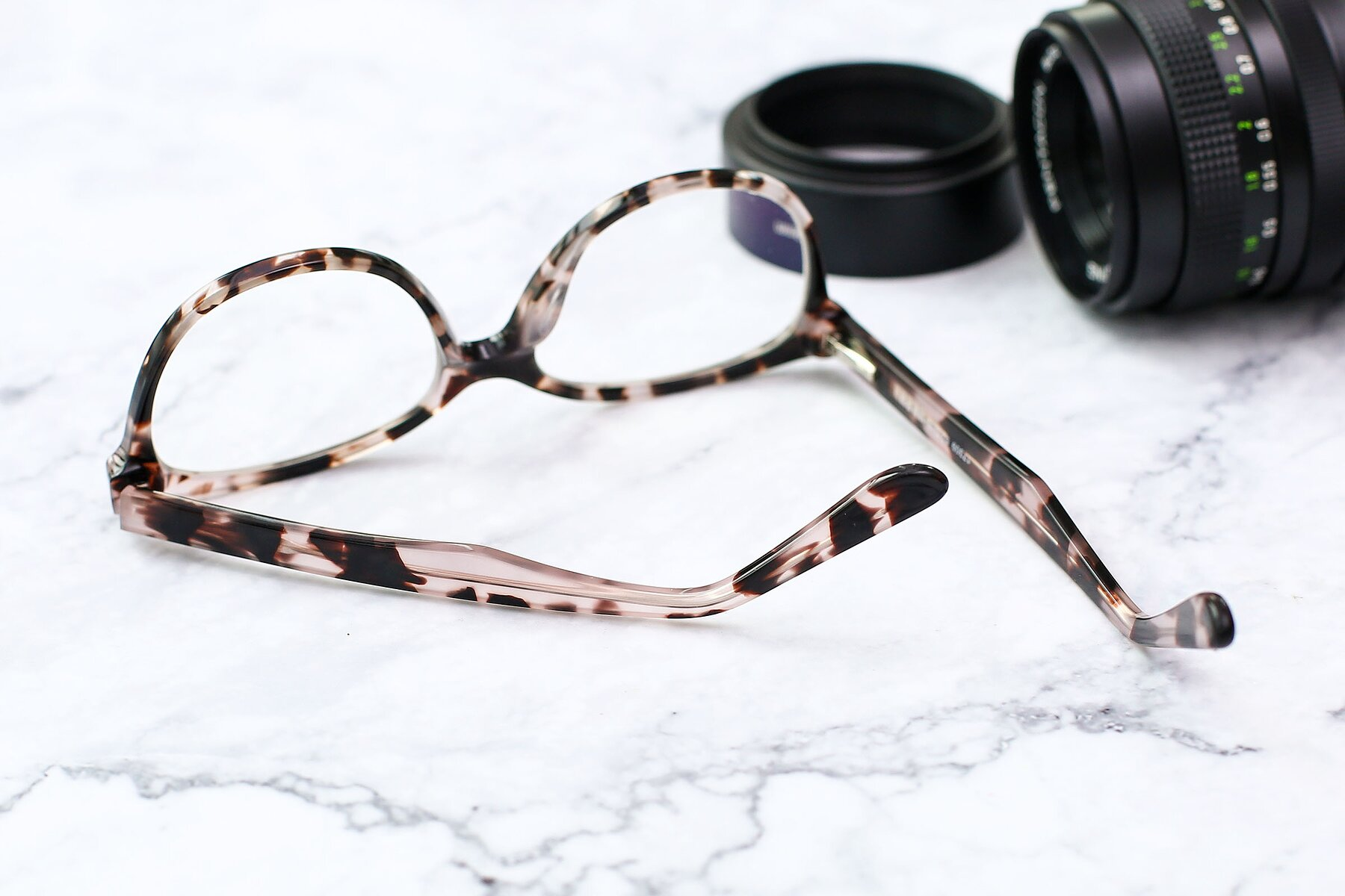 Lifestyle photography #3 of 17309 in Tortoise Honey with Clear Eyeglass Lenses