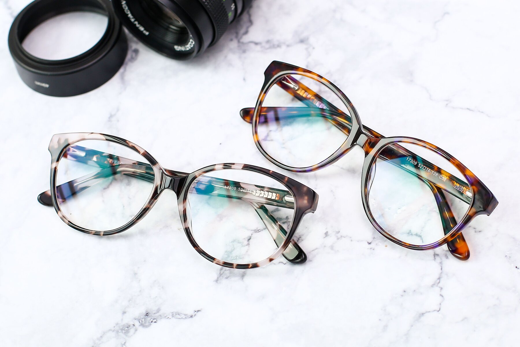 Lifestyle photography #4 of 17309 in Tortoise Honey with Clear Eyeglass Lenses