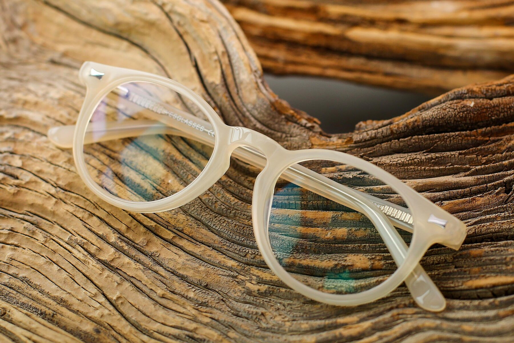 Lifestyle photography #1 of 17330 in Beige with Clear Eyeglass Lenses