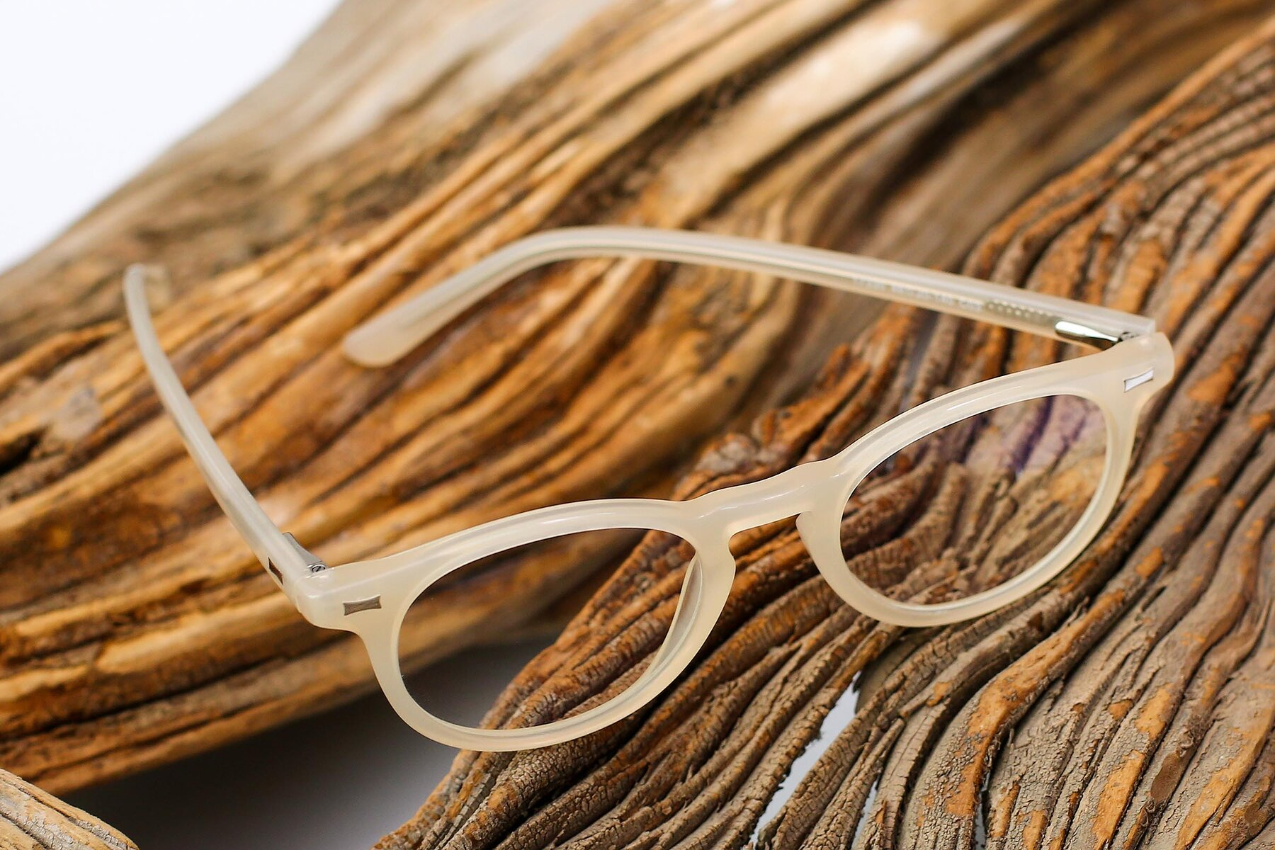 Lifestyle photography #2 of 17330 in Beige with Clear Eyeglass Lenses