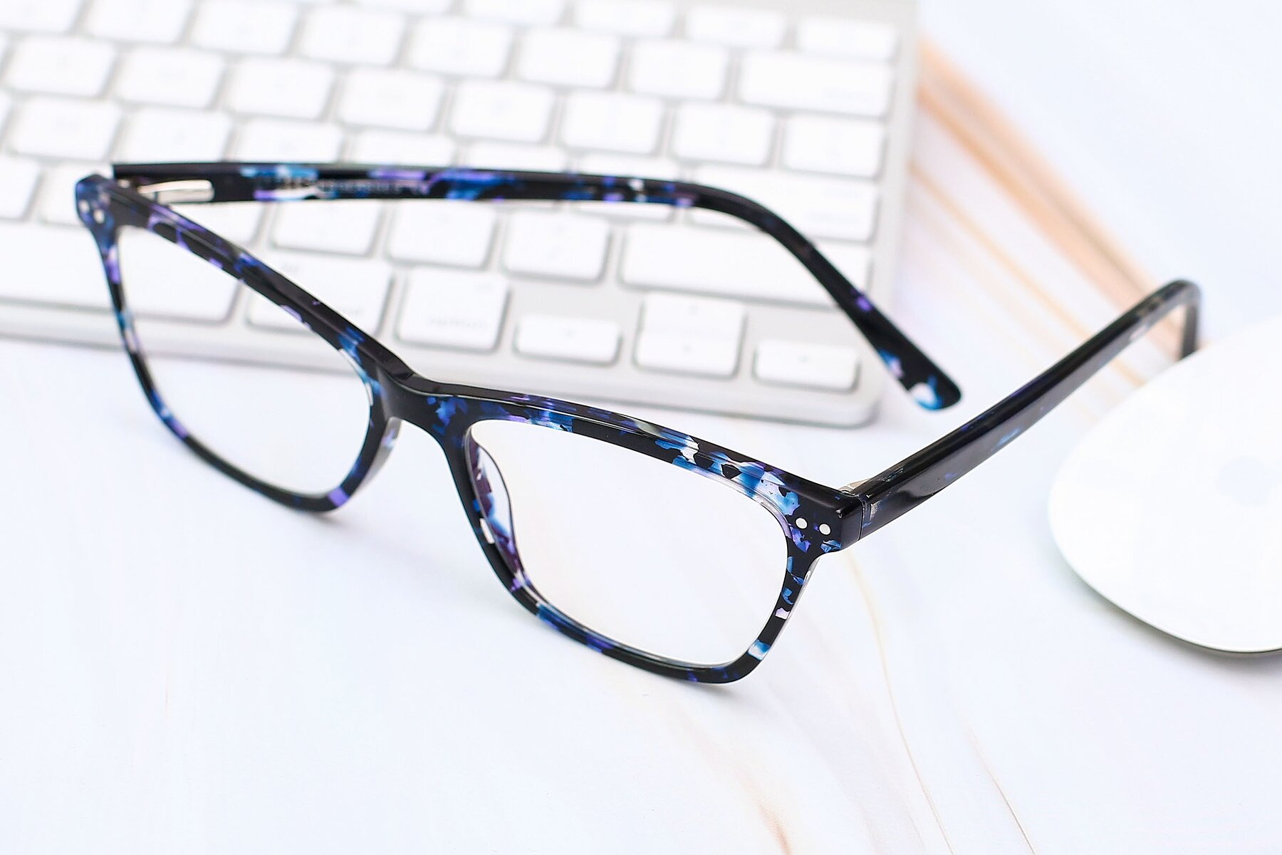 Lifestyle photography #2 of 17350 in Tortoise Blue with Clear Eyeglass Lenses