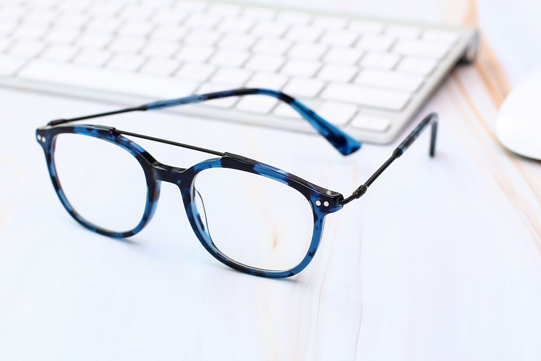 Men's lifestyle photography #2 of 17150 in Tortoise Blue with Clear Eyeglass Lenses