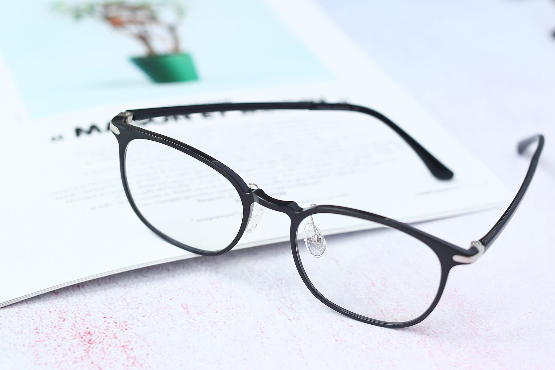 Lifestyle photography #2 of S3009 in Black with Clear Eyeglass Lenses
