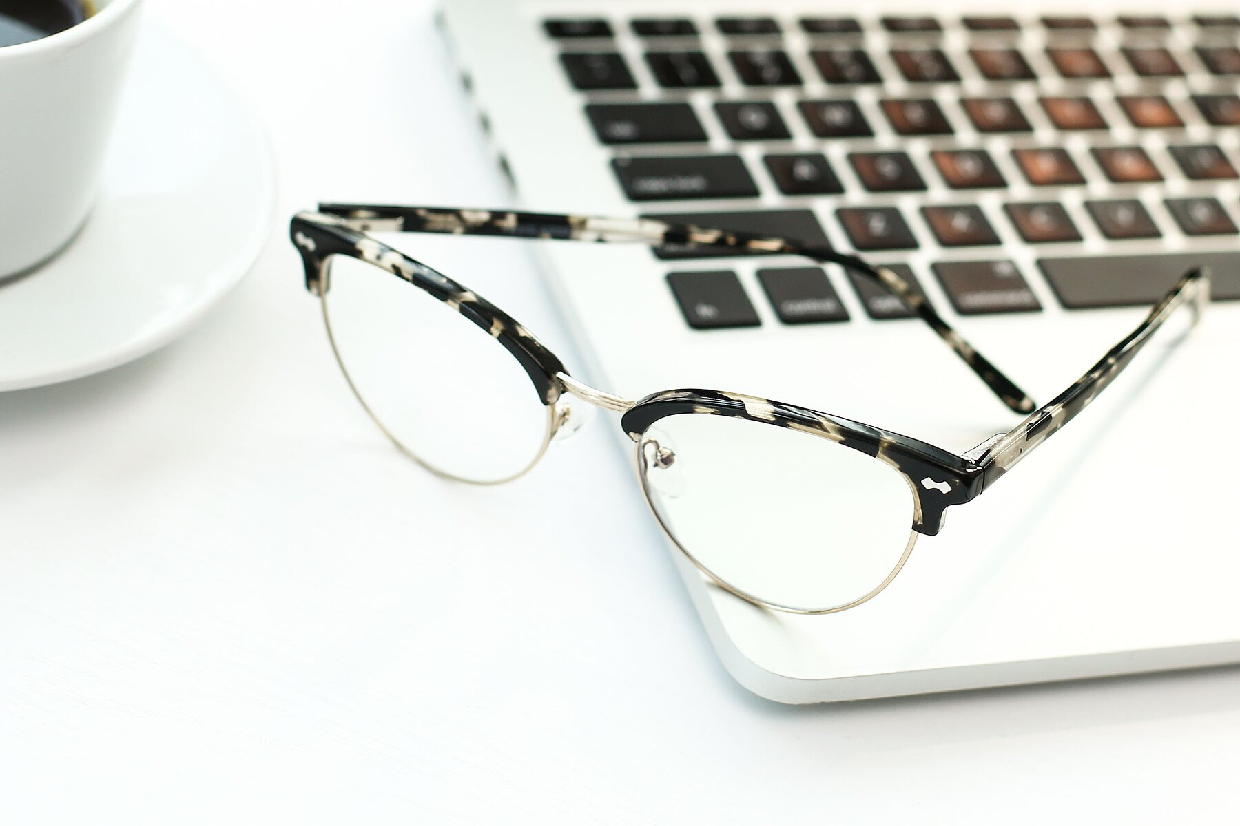 Lifestyle photography #2 of 17461 in Tortoise-Gold with Clear Eyeglass Lenses