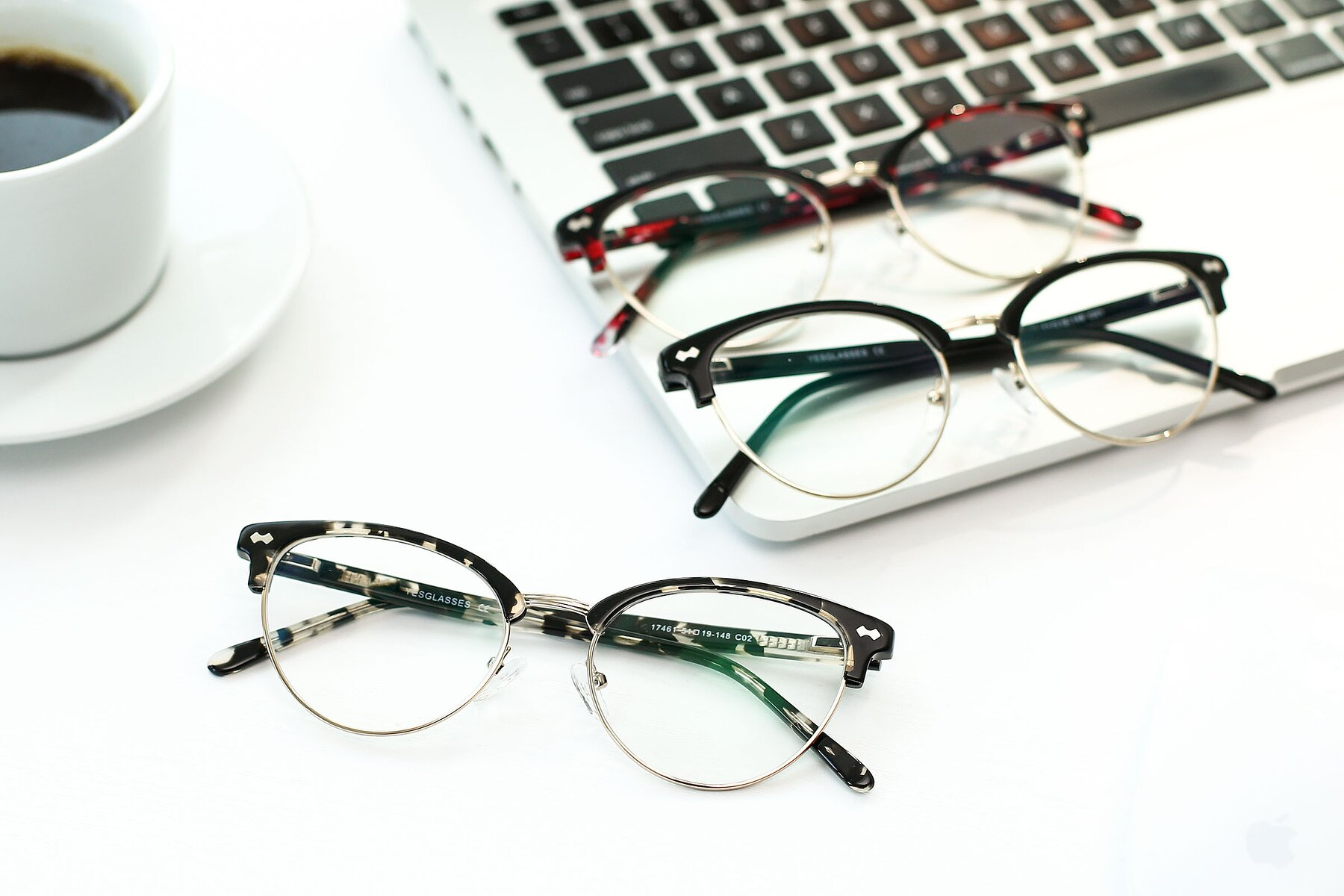 Lifestyle photography #4 of 17461 in Tortoise-Gold with Clear Eyeglass Lenses