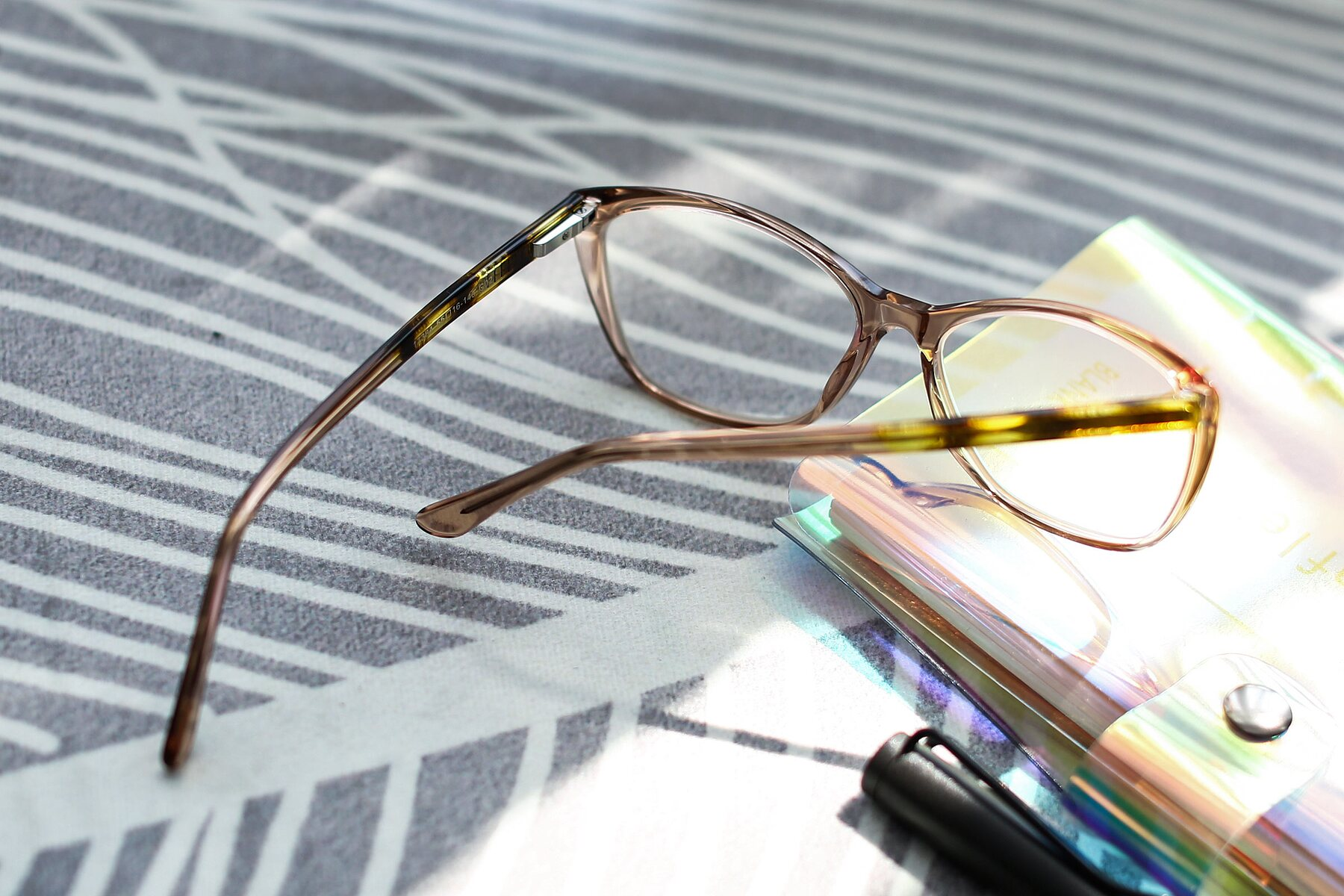Lifestyle photography #2 of 17384 in Transparent Caramel with Clear Eyeglass Lenses