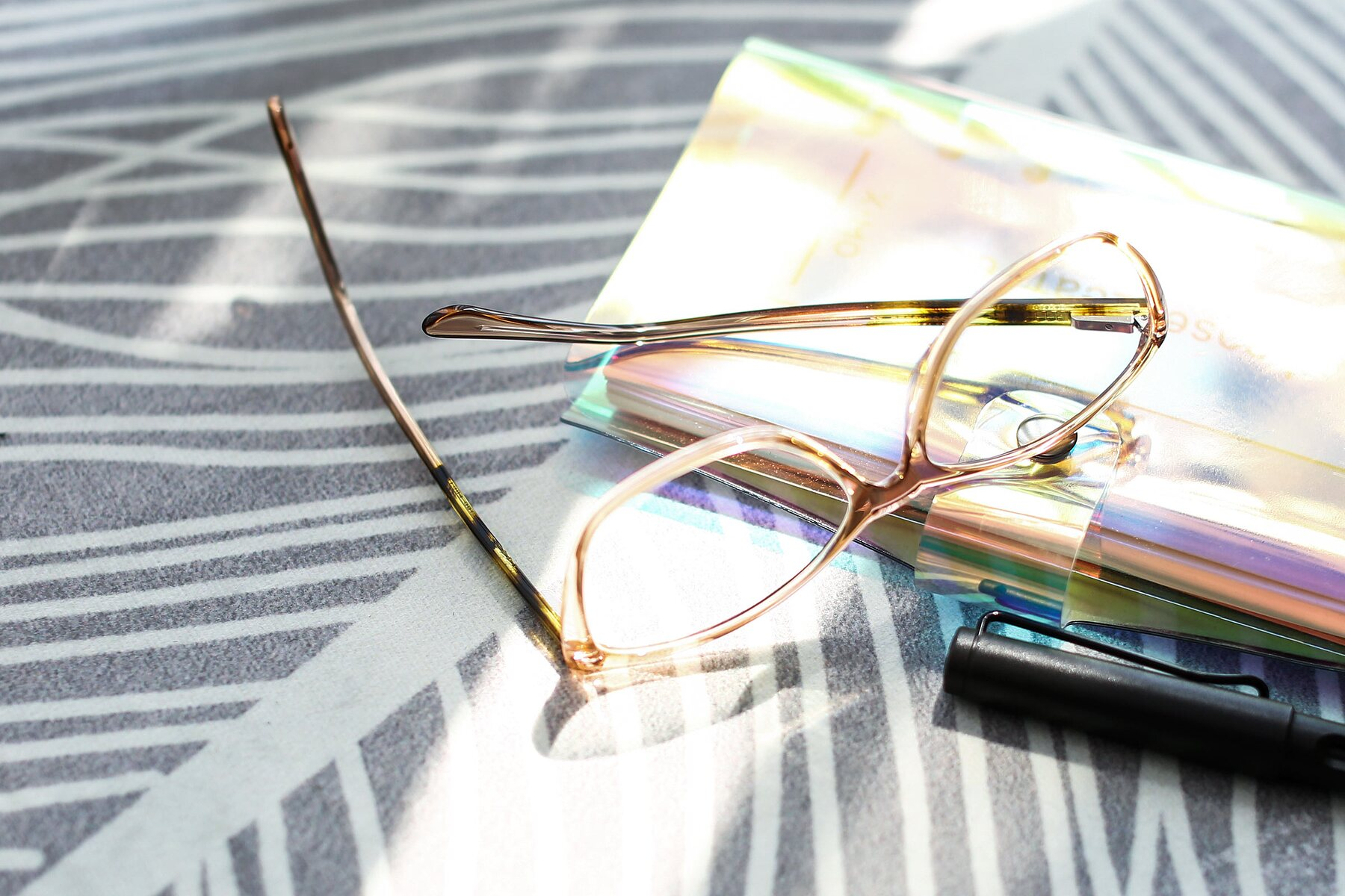 Lifestyle photography #3 of 17384 in Transparent Caramel with Clear Eyeglass Lenses