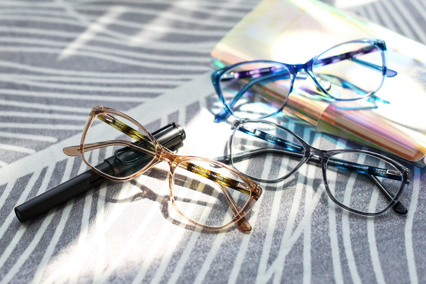 Lifestyle photography #4 of 17384 in Transparent Caramel with Clear Eyeglass Lenses