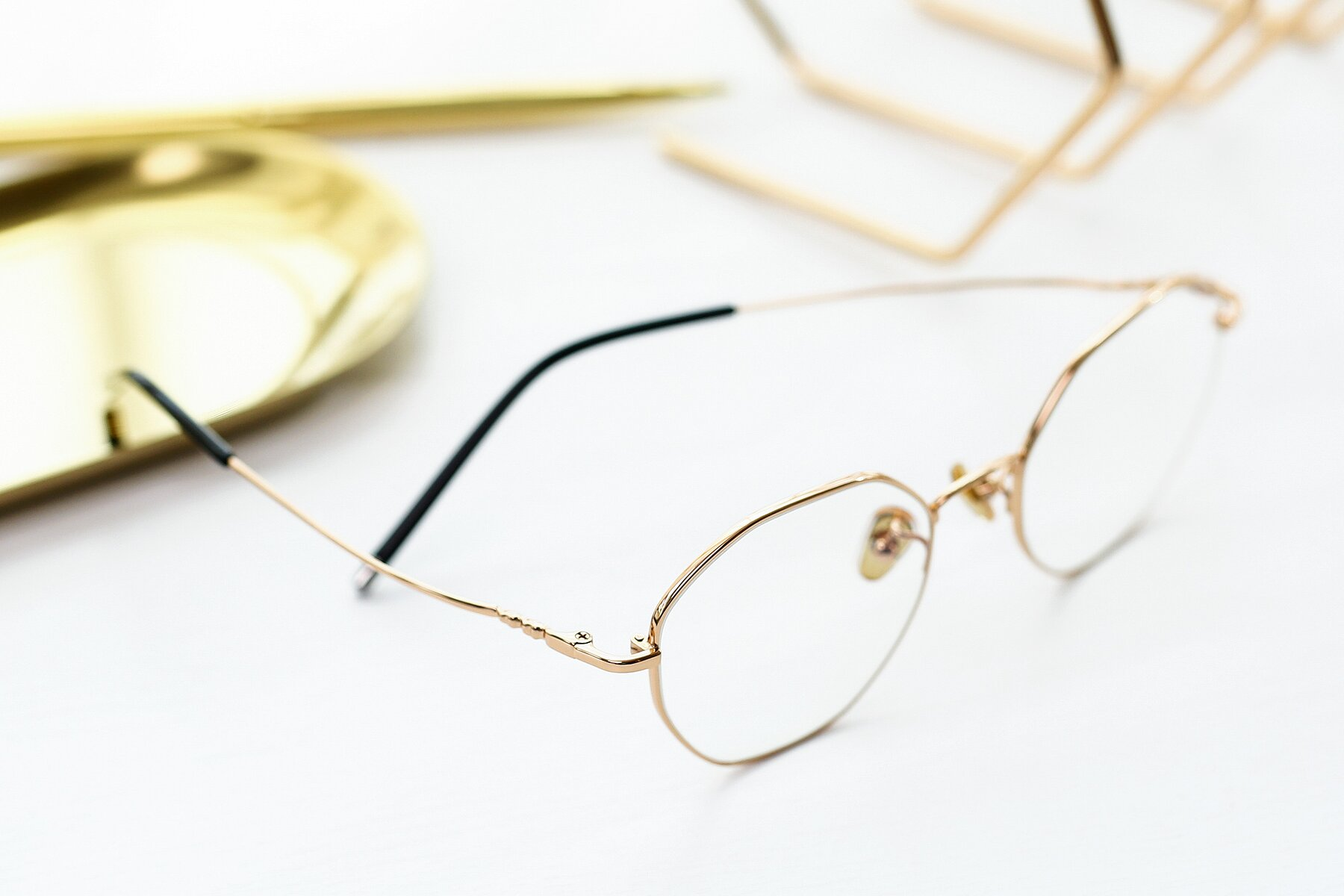 Lifestyle photography #2 of 90059 in Gold with Clear Eyeglass Lenses