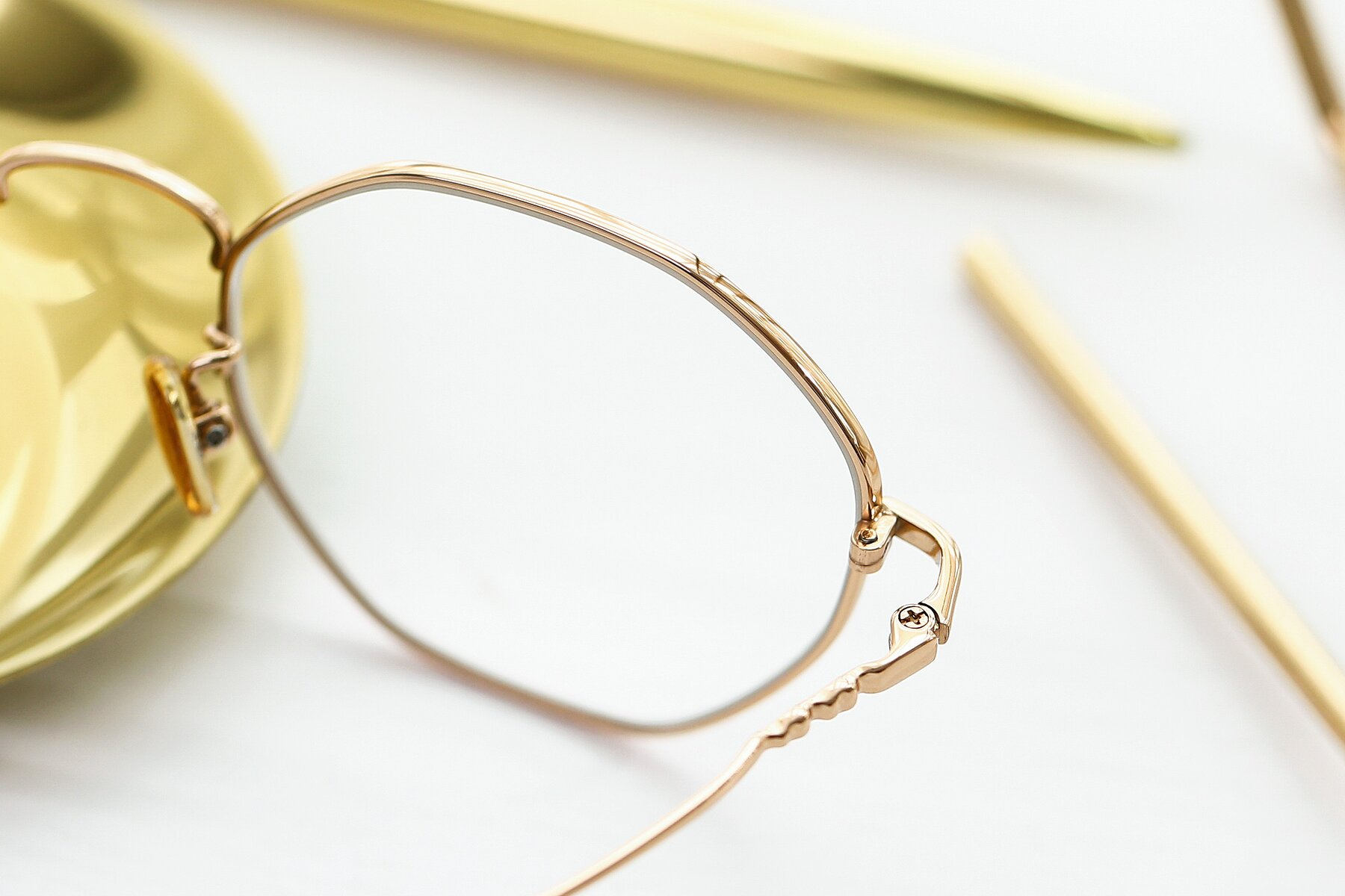 Lifestyle photography #3 of 90059 in Gold with Clear Eyeglass Lenses