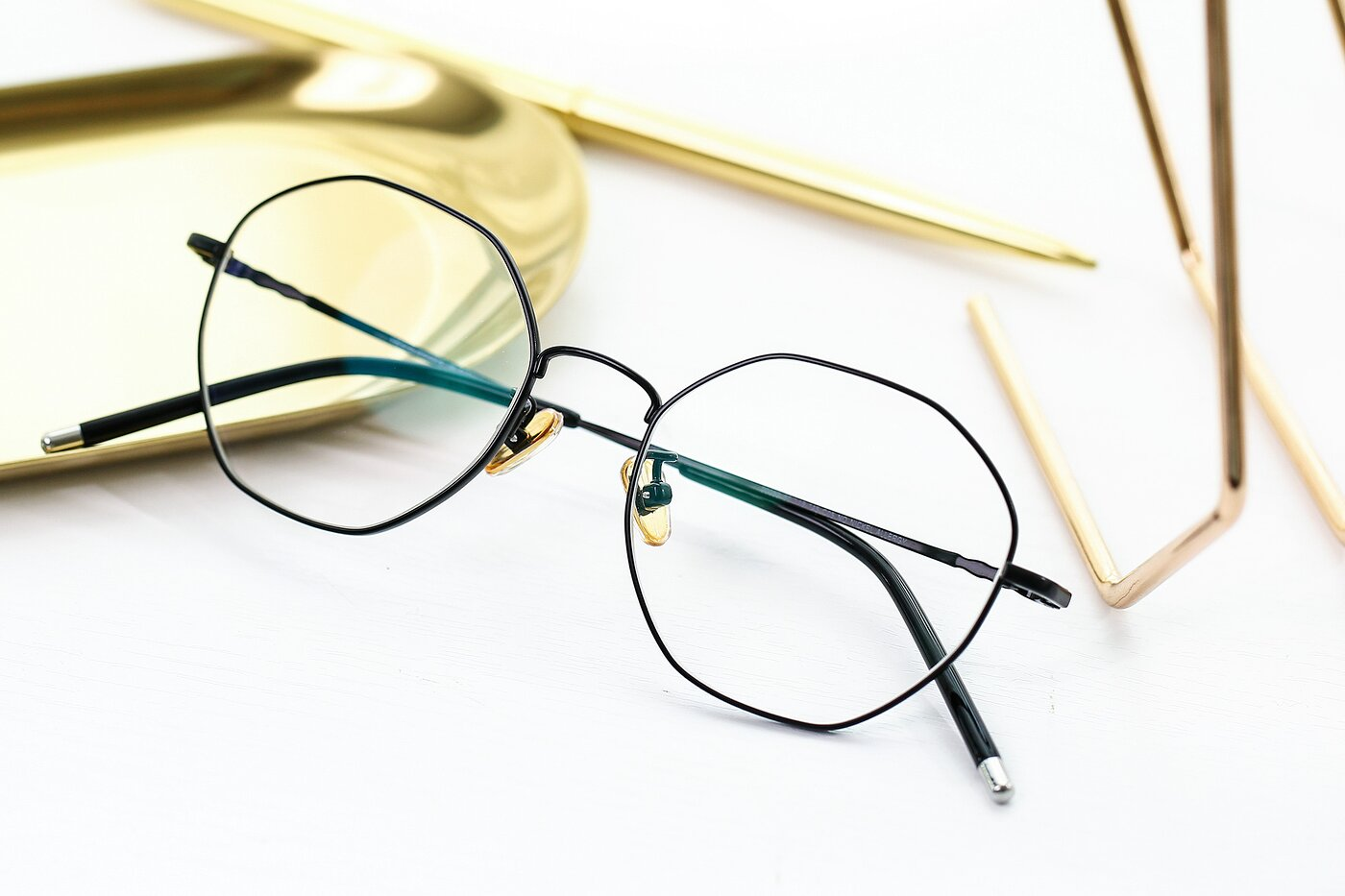 Black Narrow Titanium Geometric Eyeglasses