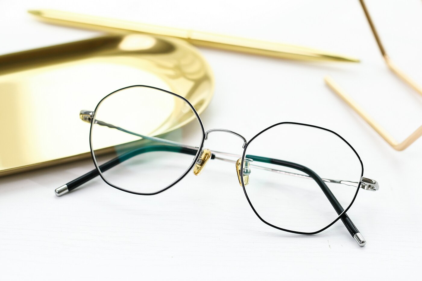 Black-Silver Narrow Titanium Geometric Eyeglasses