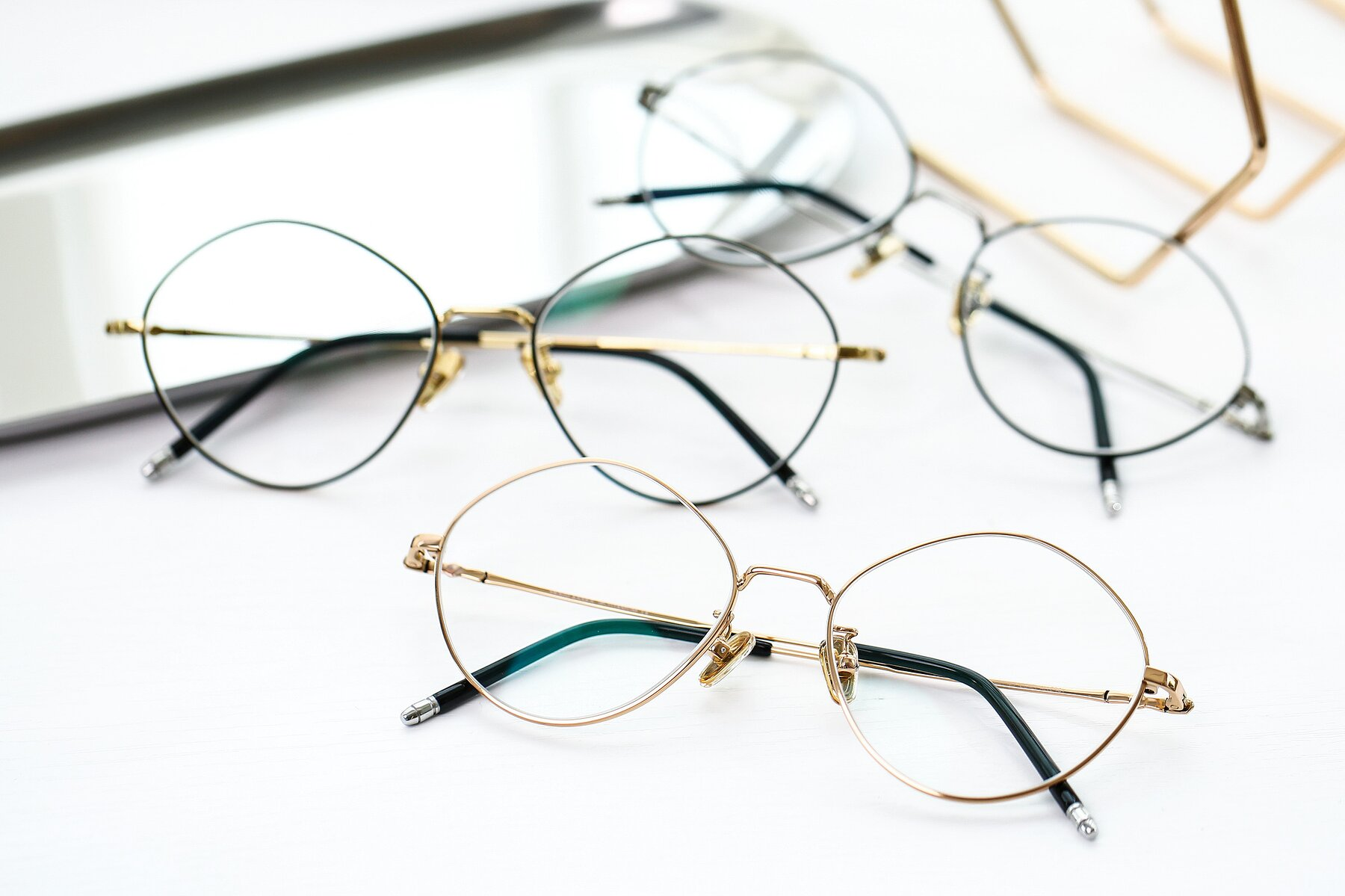 Lifestyle photography #4 of 90029 in Gold with Clear Eyeglass Lenses